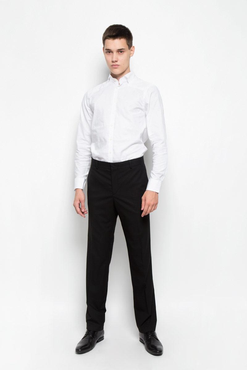 Рубашка мужская Mexx, цвет: белый. MX3023649_MN_SHG_007. Размер XL (54)MX3023649_MN_SHG_007Стильная хлопковая рубашка Mexx идеально подойдет для мужчин, следящими за последними трендами. Материал изделия тактильно приятный, позволяет коже дышать, не стесняет движений, обеспечивая комфорт при носке. Рубашка с длинными рукавами имеет воротник-стойку, имитирующий отложной. Приталенная модель застегивается на пуговицы по всей длине. Манжеты на рукавах также имеют застежки-пуговицы. Изделие украшено фирменной металлической пластиной. Такая модель займет достойное место в вашем гардеробе!