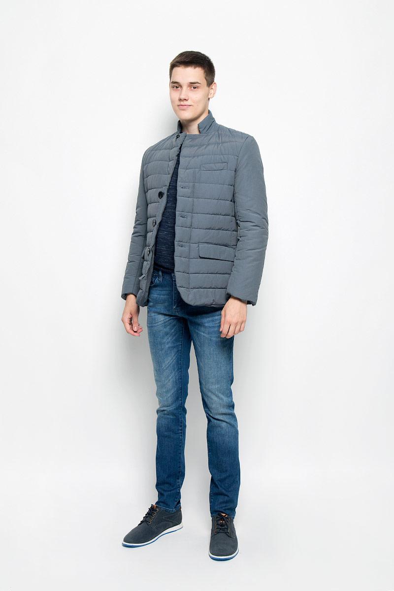 Куртка мужская Mexx, цвет: темно-серый. MX3000582. Размер M (50)MX3000582Теплая мужская куртка, выполненная из хлопка с добавлением полиамида, не сковывает движения, обеспечивая наибольший комфорт. Модель имеет три декоративных кармана. Застегивается на молнию и дополнена ветрозащитным клапаном. На рукавах имеются декоративные пуговицы. Такая куртка обеспечит вам не только красивый внешний вид и комфорт, но и дополнительную защиту от холода и ветра.