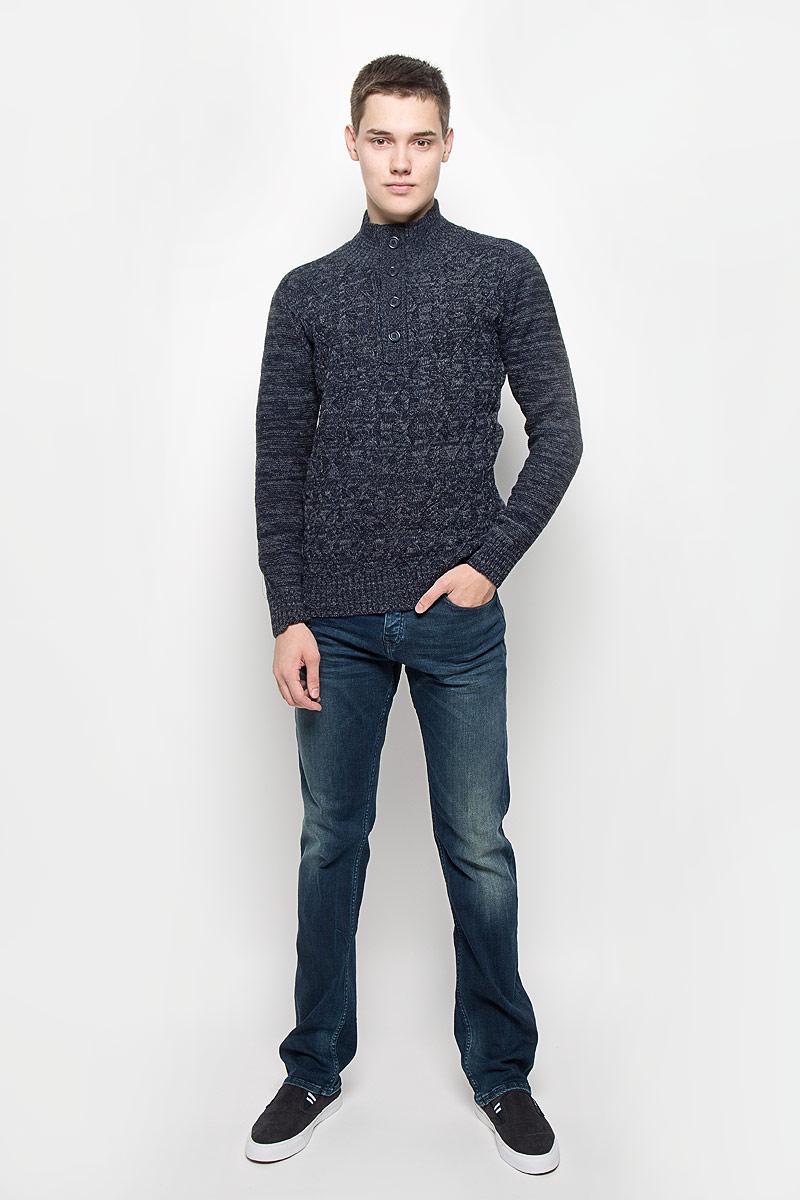 Свитер мужской Mexx, цвет: темно-синий, серый. MX3001334_MN_PLV_010. Размер L (52)MX3001334_MN_PLV_010Вязаный мужской свитер Mexx идеально подойдет для повседневной носки. Благодаря содержанию шерсти составе, изделие хорошо сохраняет тепло. Модель не стесняет движений, обеспечивая комфорт при носке.Свитер с воротником-стойкой и длинными рукавами застегивается сверху на пуговицы. Вороник, манжеты и низ изделия связаны резинкой. Модель оформлена вязаным узором. Дизайн и расцветка делают этот свитер стильным предметом мужской одежды. Он подарит вам тепло, уют и комфорт!