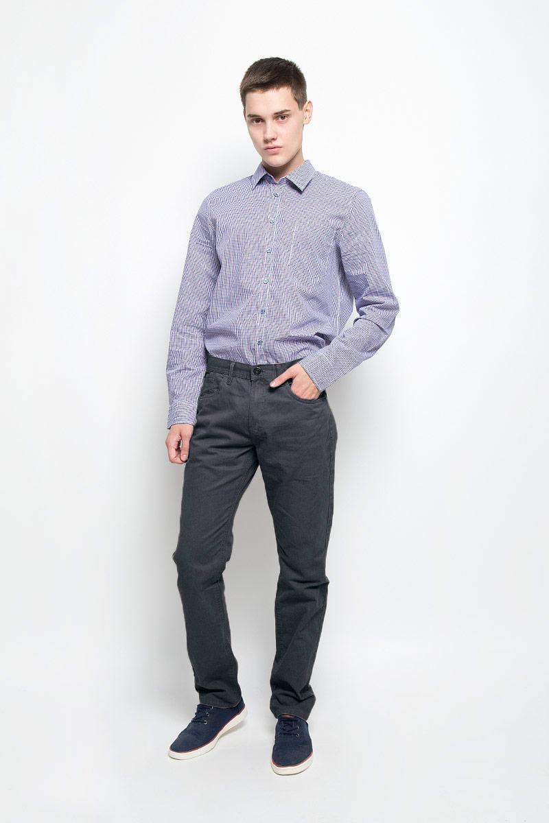 Брюки мужские Sela, цвет: графит. P-215/521-6352. Размер S (46)P-215/521-6352Стильные мужские брюки Sela, выполненные из натурального хлопка, отлично дополнят ваш образ. Ткань изделия плотная, тактильно приятная, позволяет коже дышать.Брюки застегиваются на пуговицу и имеют ширинку на застежке-молнии. На поясе предусмотрены шлевки для ремня. Спереди модель дополнена двумя втачными карманами и маленьким накладным, сзади - двумя накладными карманами.Высокое качество кроя и пошива, дизайн и расцветка придают изделию неповторимый стиль и индивидуальность. Модель займет достойное место в вашем гардеробе!