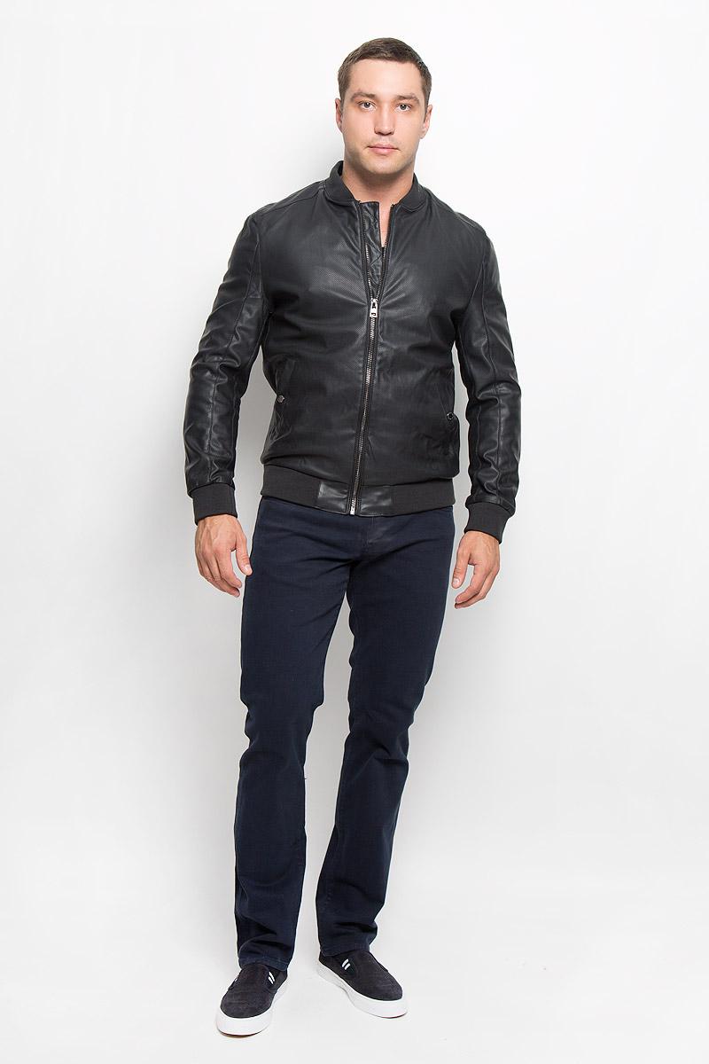 Куртка мужская Mexx, цвет: черный. MX3025347. Размер L (52)MX3025347Стильная мужская куртка Mexx, рассчитана на прохладную погоду. Куртка поможет вам почувствовать себя максимально комфортно и стильно. Модель с длинными рукавами и воротником-стойкой, застегивается на молнию.Куртка дополнена двумя карманами на застежках кнопках иодним внутренним, который застегивается на молнию. Низ, рукава и воротник куртки дополнены широкой резинкой.В этой куртке вам будет комфортно. Модная фактура ткани, отличное качество, великолепный дизайн.