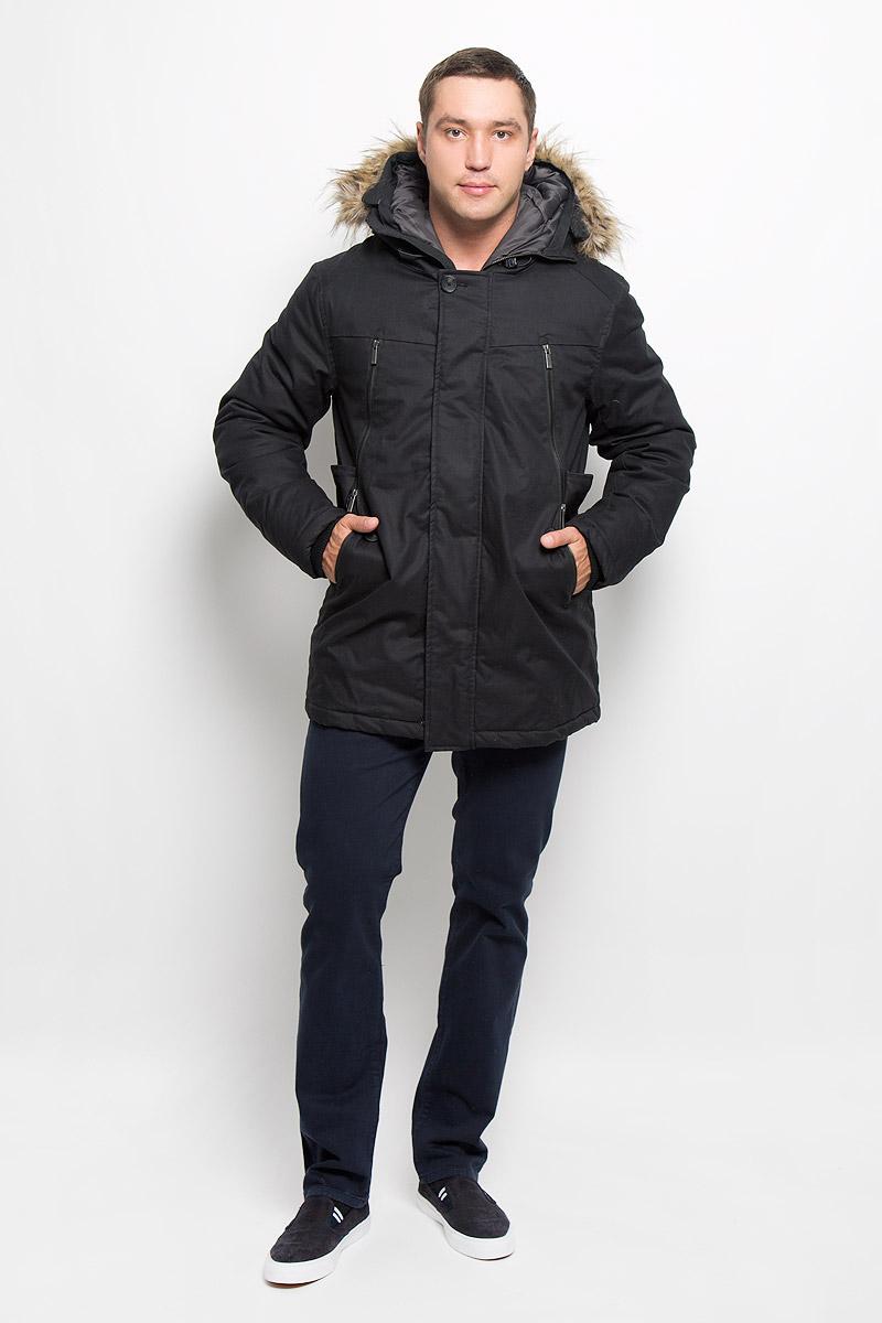 Пальто мужское Mexx, цвет: черный. MX3000579. Размер S (48)MX3000579Стильное мужское пальто Mexx подчеркнет вашу индивидуальность. Пальто изготовлено из хлопка и утеплено синтепоном.Модель с капюшоном застегивается на металлическую застежку-молнию и дополнительно имеет ветрозащитный клапан на кнопках. Капюшон не отстегивается и декорирован искусственным мехом. Пальто дополнено карманами на застежках-молниях. Внутри рукава дополнены плотной резинкой, что препятствует проникновению холодного воздуха. Подчеркните свой изысканный вкус этим превосходным пальто.