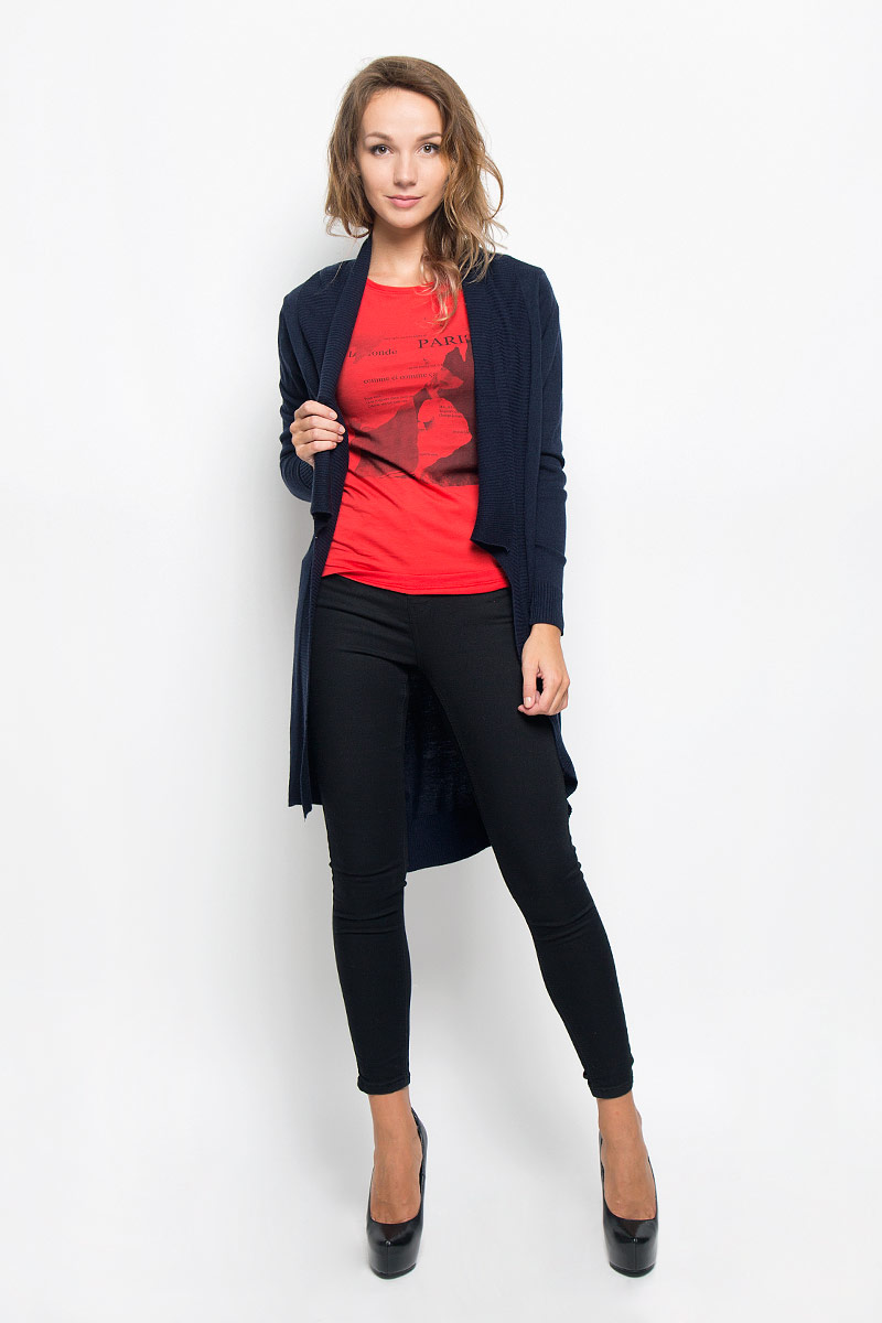 Кардиган женский Baon, цвет: синий. B146501. Размер L (48)B146501_DARK NAVYКлассический женский кардиган Baon с воротником-шаль и длинными рукавами будет гармонично смотреться в сочетании как с джинсами, так и с брюками. Модель выполнена из высококачественной пряжи, мягкой и приятной на ощупь. Воротник, манжеты и низ изделия связаны резинкой, что предотвращает деформацию при носке. Спинка модели немного удлинена, по бокам имеются разрезы. В нем вы будете чувствовать себя уютно в прохладное время года.