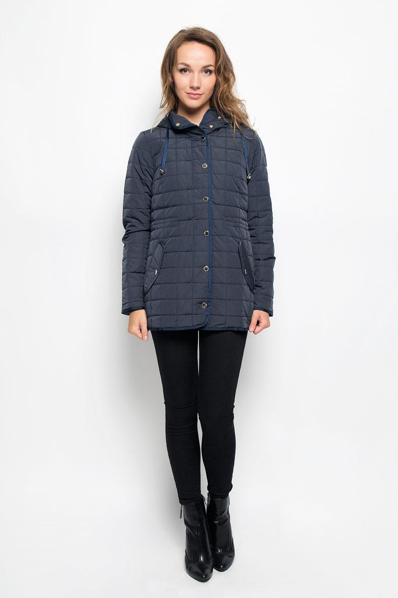 Куртка женская Baon, цвет: темно-синий. B036537. Размер L (48)B036537_DARK NAVYСтильная женская куртка Baon отлично подойдет для прохладной погоды. Модель с несъемным капюшоном со скрытым шнурком и длинными рукавами застегивается на застежку-молнию по всей длине, а также на ветрозащитную планку на кнопках. По линии талии с внутренней стороны модель дополнена скрытой утягивающей резинкой. Спереди модель дополнена двумя прорезными карманами с клапанами на кнопках. Эта модная куртка послужит отличным дополнением к вашему гардеробу.