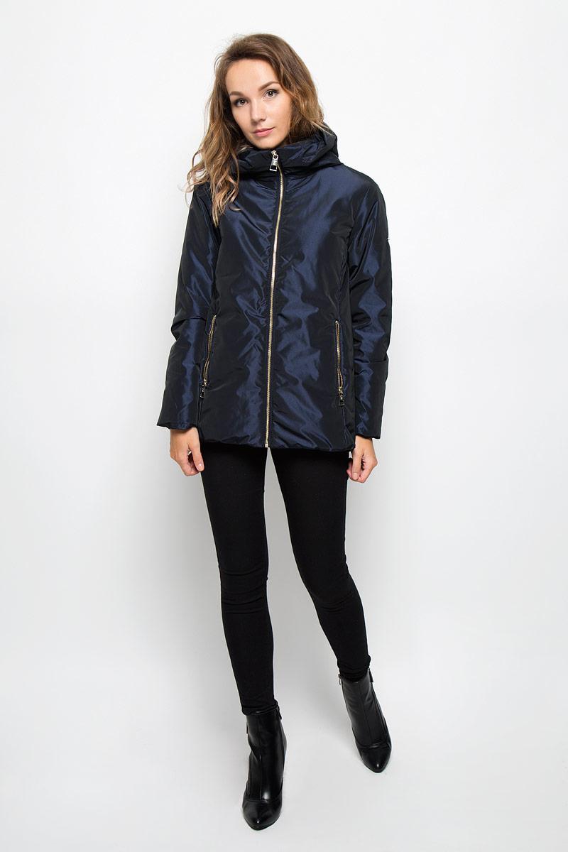 Куртка женская Baon, цвет: темно-синий. B036526. Размер L (48)B036526/B036626_Dark NavyУдобная женская куртка Baon согреет вас в прохладную погоду и позволит выделиться из толпы. Модель с длинными рукавами и несъемным капюшоном выполнена из прочного полиэстера, застегивается на молнию спереди. Изделие дополнено двумя втачными карманами на молниях. Плотный наполнитель из синтепона и подкладка из полиэстера надежно сохранят тепло, благодаря чему такая куртка защитит вас от ветра и холода. Эта модная и в то же время комфортная куртка - отличный вариант для прогулок, она подчеркнет ваш изысканный вкус и поможет создать неповторимый образ.