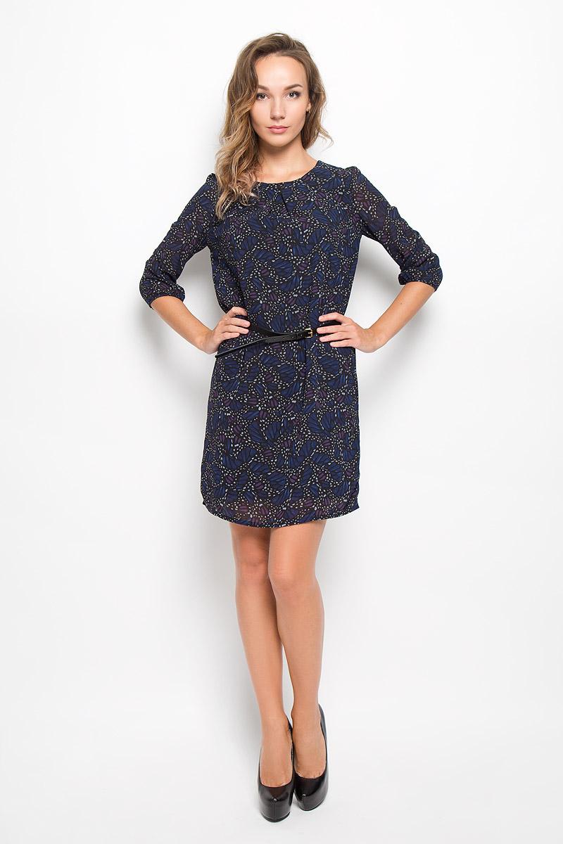 Платье Sela, цвет: темно-синий, черный. D-117/1043-6342. Размер L (48)D-117/1043-6342Элегантное платье Sela выполнено из высококачественного полиэстера. Такое платье обеспечит вам комфорт и удобство при носке и непременно вызовет восхищение у окружающих. Платье обладает высокой износостойкостью и отлично сидит по фигуре. Модель средней длины с рукавами 3/4 и круглым вырезом горловины выгодно подчеркнет все достоинства вашей фигуры. Платье застегивается на застежку-молнию на спинке и имеет непрозрачную подкладку из полиэстера. В комплект входит узкий ремень с металлической пряжкой. Изделие оформлено оригинальным принтом. Изысканное платье-миди создаст обворожительный и неповторимый образ.Это модное и комфортное платье станет превосходным дополнением к вашему гардеробу, оно подарит вам удобство и поможет подчеркнуть ваш вкус и неповторимый стиль.