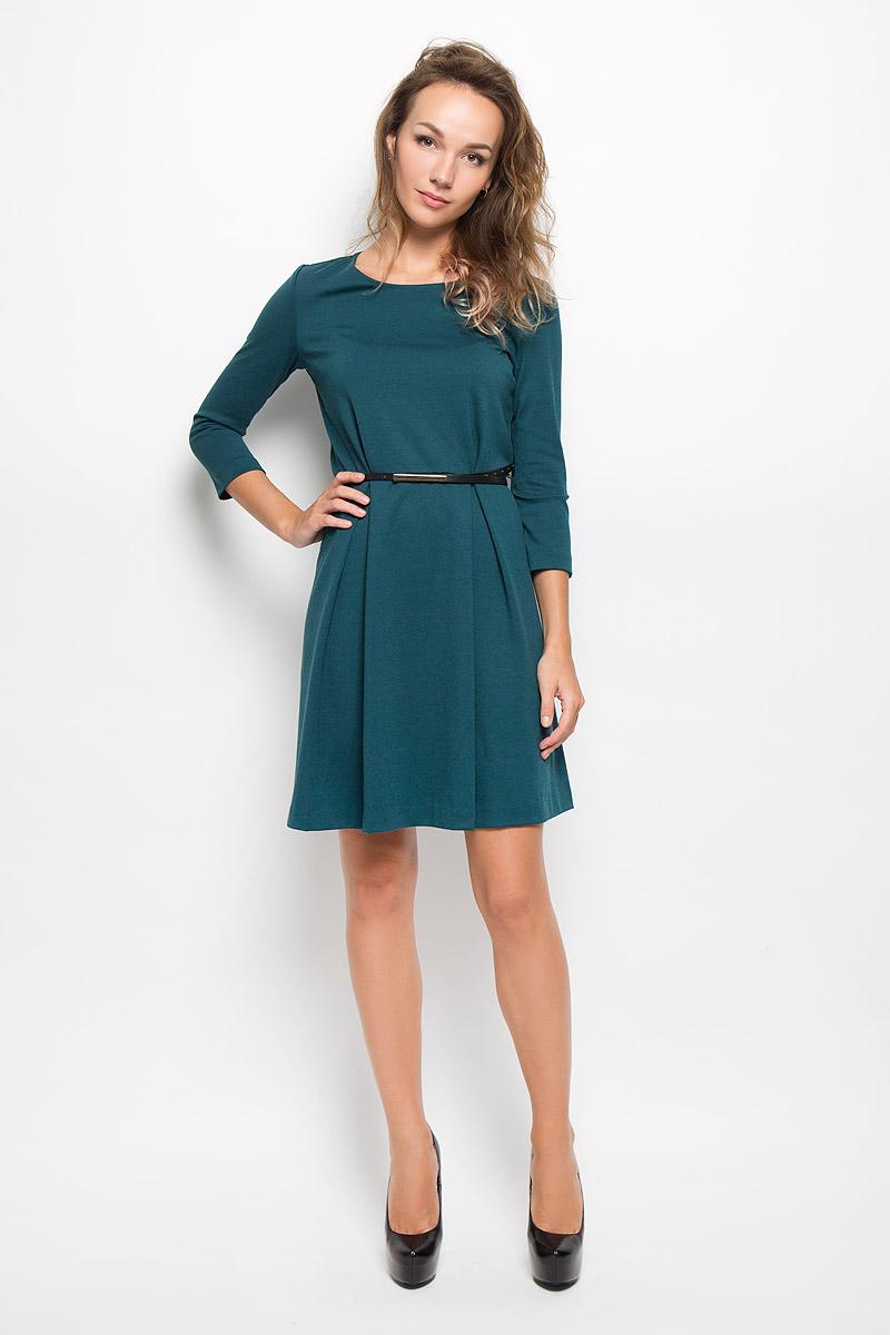 Платье Sela, цвет: изумрудный. DK-117/1042-6342. Размер L (48)DK-117/1042-6342Элегантное платье Sela выполнено из высококачественного комбинированного материала. Такое платье обеспечит вам комфорт и удобство при носке и непременно вызовет восхищение у окружающих.Модель средней длины с рукавами 3/4 и круглым вырезом горловины выгодно подчеркнет все достоинства вашей фигуры. Изделие застегивается на застежку-молнию на спинке. Пришивная юбка платья оформлена крупными встречными складками. В комплект входит съемный ремень с металлической пряжкой. Изысканное платье-миди создаст обворожительный и неповторимый образ.Это модное и комфортное платье станет превосходным дополнением к вашему гардеробу, оно подарит вам удобство и поможет подчеркнуть ваш вкус и неповторимый стиль.