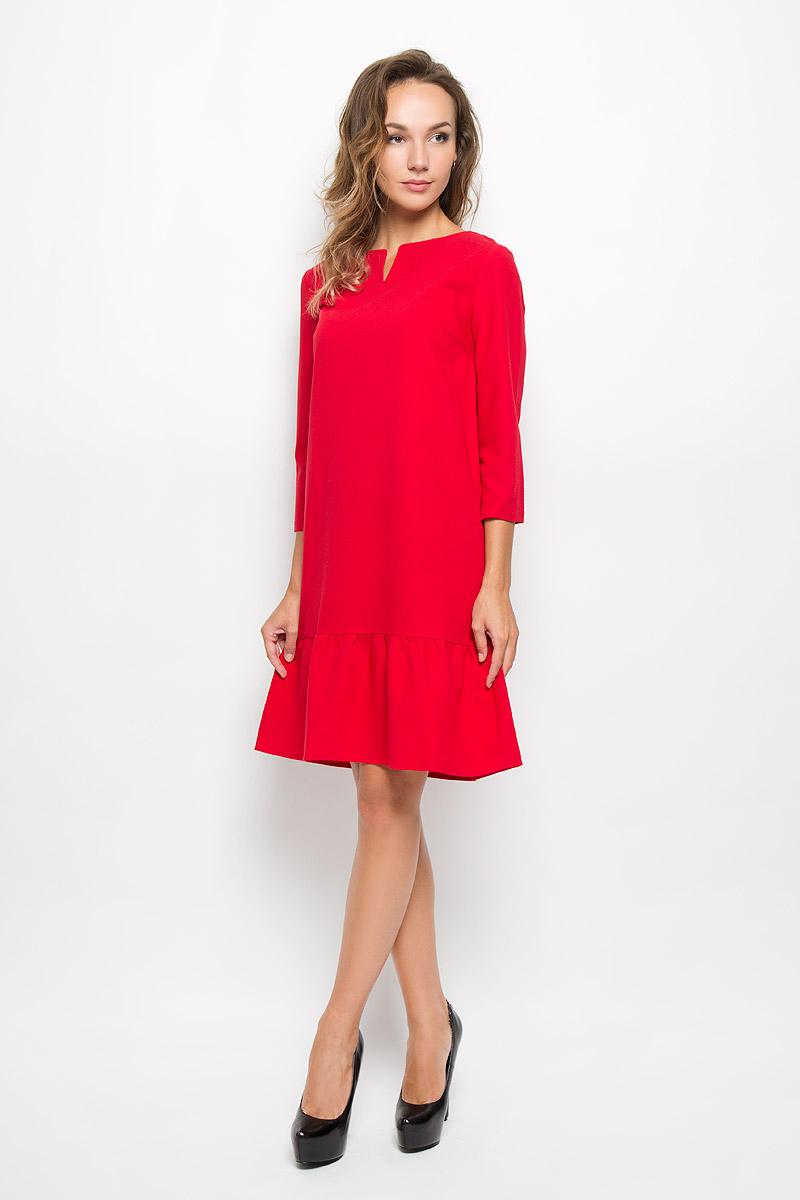 Платье Baon, цвет: красный. B408. Размер L (48)B408_RubinЭлегантное платье Baon выполнено из высококачественного эластичного полиэстера с добавлением вискозы. Такое платье обеспечит вам комфорт и удобство при носке и непременно вызовет восхищение у окружающих.Модель средней длины с рукавами 3/4 и V-образным вырезом горловины выгодно подчеркнет все достоинства вашей фигуры. Изделие имеет пришивную вставку на подоле, оформленную складками. Изысканное платье-миди создаст обворожительный и неповторимый образ.Это модное и комфортное платье станет превосходным дополнением к вашему гардеробу, оно подарит вам удобство и поможет подчеркнуть ваш вкус и неповторимый стиль.