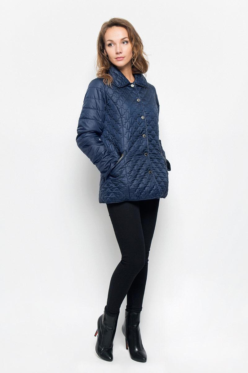 Куртка женская Baon, цвет: темно-синий. B036572. Размер M (46)B036572_DARK NAVYЖенская стеганая куртка Baon отлично подойдет для прохладной погоды. Модель прямого кроя, с отложным воротником застегивается на кнопки.Куртка выполнена из полиэстера с утеплителем. Изделие дополнено двумя прорезными карманами на застежках-молниях.Эта модная куртка послужит отличным дополнением к вашему гардеробу!
