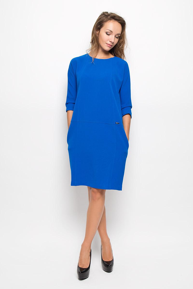 Платье Baon, цвет: синий. B431. Размер M (46)B431_Port RoyalЭлегантное платье Baon выполнено из высококачественного эластичного полиэстера с добавлением вискозы. Такое платье обеспечит вам комфорт и удобство при носке и непременно вызовет восхищение у окружающих. Платье превосходно тянется, обладает высокой износостойкостью и отлично сидит по фигуре. Модель средней длины с цельнокроеными рукавами 3/4 и круглым вырезом горловины выгодно подчеркнет все достоинства вашей фигуры. Платье застегивается на застежку-молнию на спинке. По бокам расположены два открытых втачных кармана. Изысканное платье-миди создаст обворожительный и неповторимый образ.Это модное и комфортное платье станет превосходным дополнением к вашему гардеробу, оно подарит вам удобство и поможет подчеркнуть ваш вкус и неповторимый стиль.
