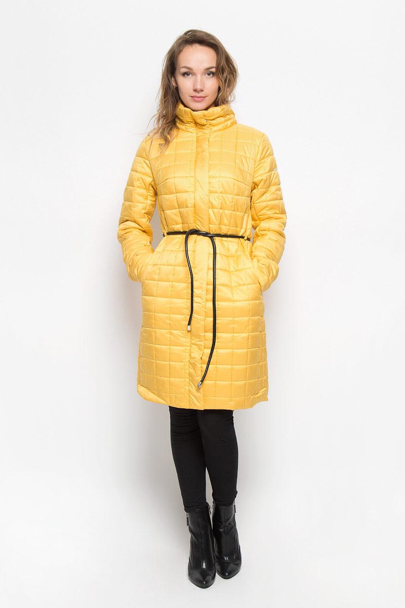 Пальто женское Baon, цвет: желтый. B036509. Размер XL (50)B036509_Evening SunУдобное и теплое женское пальто Baon согреет вас в прохладную погоду и позволит выделиться из толпы. Удлиненная модель с длинными рукавами и воротником-стойкой выполнена из прочного полиэстера, застегивается на молнию спереди и имеет ветрозащитный клапан на кнопках. Изделие дополнено двумя втачными карманами на молниях. Плотный наполнитель из синтепона и подкладка из полиэстера надежно сохранят тепло, благодаря чему такое пальто защитит вас от ветра и холода. В комплект входит узкий съемный пояс.Это модное и комфортное пальто - отличный вариант для прогулок, оно подчеркнет ваш изысканный вкус и поможет создать неповторимый образ.