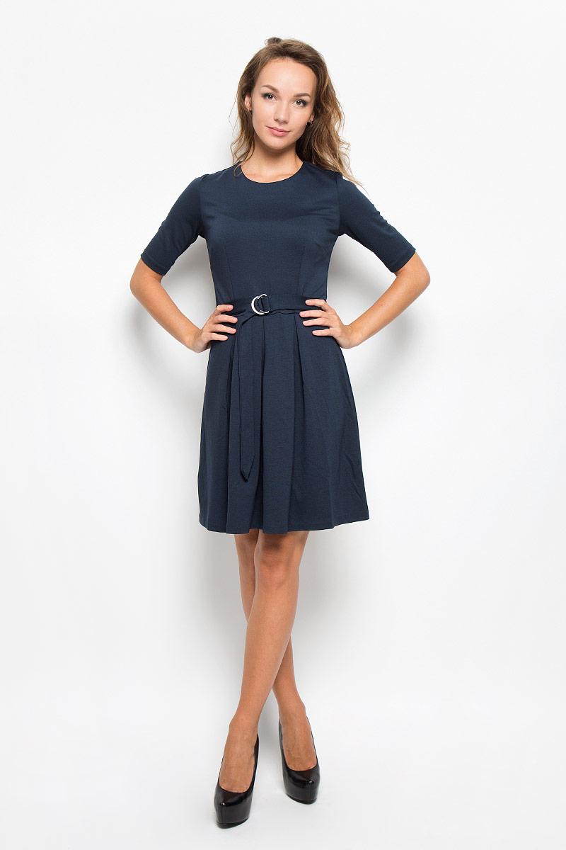 Платье Sela, цвет: темно-синий. Dks-117/1035-6342. Размер XL (50)Dks-117/1035-6342Элегантное платье Sela выполнено из высококачественного комбинированного материала. Такое платье обеспечит вам комфорт и удобство при носке и непременно вызовет восхищение у окружающих.Модель средней длины с рукавами до локтя и круглым вырезом горловины выгодно подчеркнет все достоинства вашей фигуры. Изделие застегивается на застежку-молнию и крючок на спинке. Пришивная юбка платья оформлена крупными встречными складками. В комплект входит съемный текстильный пояс с металлической пряжкой, имеются шлевки для ремня. Изысканное платье-миди создаст обворожительный и неповторимый образ.Это модное и комфортное платье станет превосходным дополнением к вашему гардеробу, оно подарит вам удобство и поможет подчеркнуть ваш вкус и неповторимый стиль.