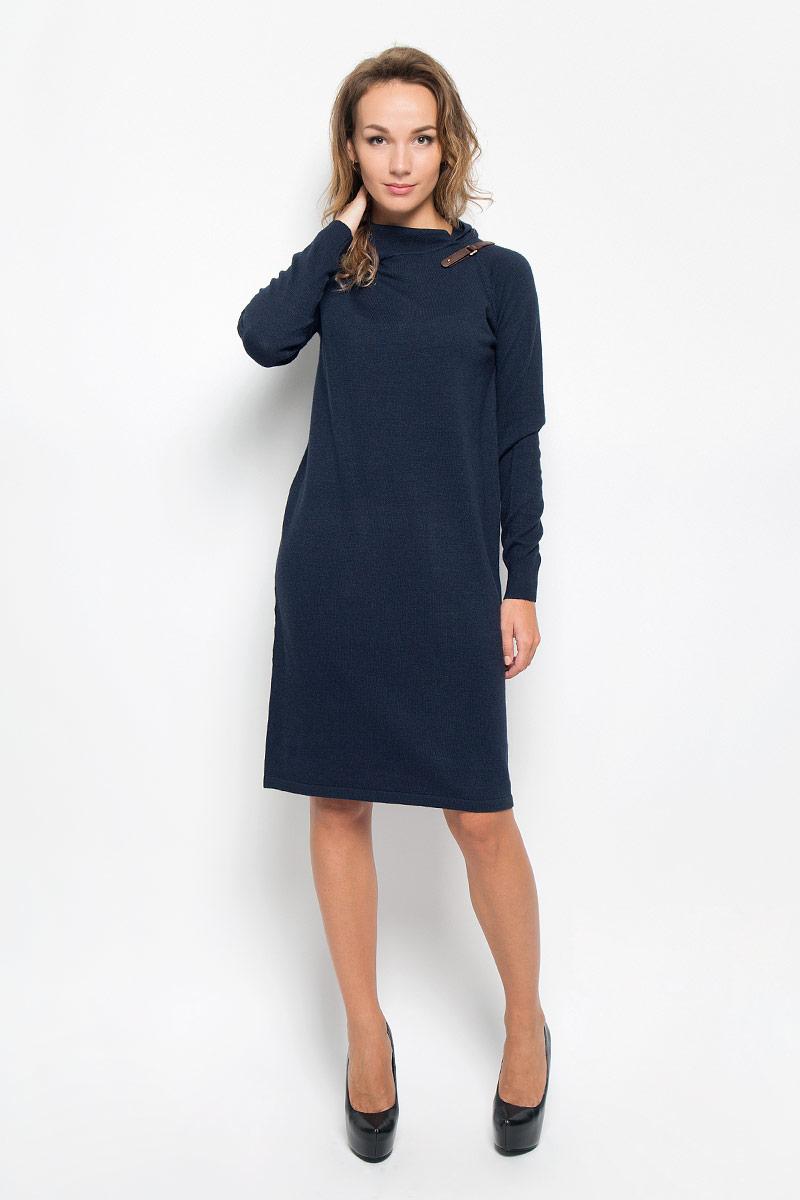 Платье Baon, цвет: темно-синий. B401. Размер S (44)B401_DARK NAVYЭлегантное вязаное платье Baon изготовлено из высококачественной пряжи с добавлением вискозы и ангоры. Такое платье приятно к телу,обеспечит вам комфорт и удобство при носке.Модель с воротником-хомутом и длинными рукавами выгодно подчеркнет все достоинства вашей фигуры благодаря приталенномусилуэту. Манжеты рукавов связаны резинкой. Платье оформлено декоративным ремешком с пряжкой.Изысканное платье-миди мелкой вязки создаст обворожительный и неповторимый образ.Это модное и удобное платье станет превосходным дополнением к вашему гардеробу, оно подарит вам удобство и поможет вам подчеркнуть свой вкус и неповторимый стиль.