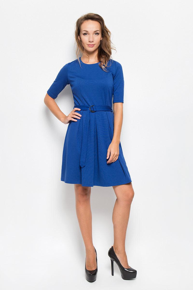 Платье Sela, цвет: синий. Dks-117/1035-6342. Размер S (44)Dks-117/1035-6342Элегантное платье Sela выполнено из высококачественного комбинированного материала. Такое платье обеспечит вам комфорт и удобство при носке и непременно вызовет восхищение у окружающих.Модель средней длины с рукавами до локтя и круглым вырезом горловины выгодно подчеркнет все достоинства вашей фигуры. Изделие застегивается на застежку-молнию и крючок на спинке. Пришивная юбка платья оформлена крупными встречными складками. В комплект входит съемный текстильный пояс с металлической пряжкой, имеются шлевки для ремня. Изысканное платье-миди создаст обворожительный и неповторимый образ.Это модное и комфортное платье станет превосходным дополнением к вашему гардеробу, оно подарит вам удобство и поможет подчеркнуть ваш вкус и неповторимый стиль.