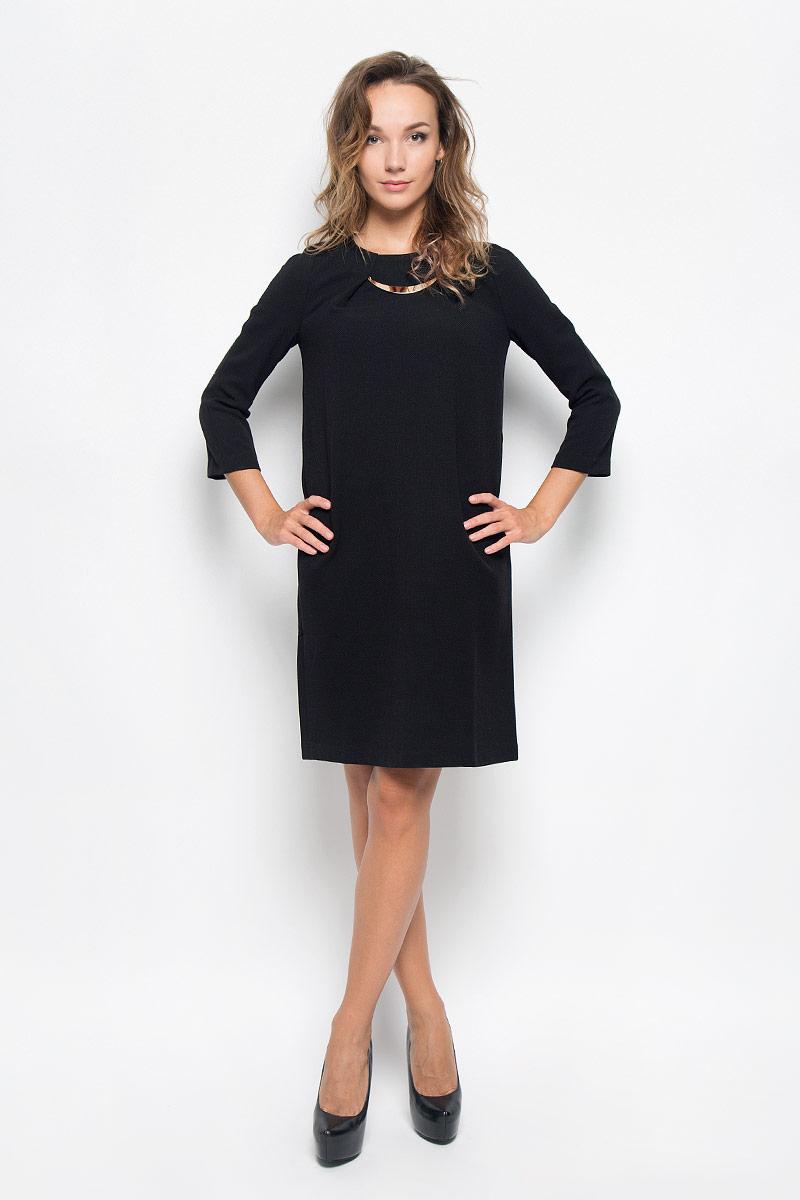 Платье Baon, цвет: черный. B449. Размер XL (50)B449_BLACKЭлегантное платье Baon выполнено из плотного трикотажа. Такое платье обеспечит вам комфорт и удобство при носке и непременно вызовет восхищение у окружающих.Модель средней длины с рукавами 3/4 и круглым вырезом горловины выгодно подчеркнет все достоинства вашей фигуры. Изделие застегивается на застежку-молнию на спинке. На груди платье оформлено декоративными складками с металлическим элементом. Изысканное платье создаст обворожительный и неповторимый образ.Это модное и комфортное платье станет превосходным дополнением к вашему гардеробу, оно подарит вам удобство и поможет подчеркнуть ваш вкус и неповторимый стиль.