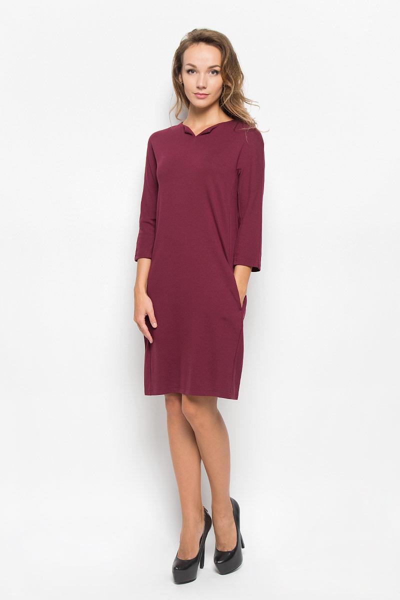Платье Baon, цвет: бордовый. B430. Размер L (48)B430_PomegranateЭлегантное платье Baon выполнено из высококачественной эластичной вискозы с добавлением полиамида. Такое платье обеспечит вам комфорт и удобство при носке и непременно вызовет восхищение у окружающих.Модель средней длины с рукавами 3/4 и V-образным вырезом горловины выгодно подчеркнет все достоинства вашей фигуры. Изделие застегивается на застежку-молнию на спинке и имеет два втачных кармана по бокам. Изысканное платье-миди создаст обворожительный и неповторимый образ.Это модное и комфортное платье станет превосходным дополнением к вашему гардеробу, оно подарит вам удобство и поможет подчеркнуть ваш вкус и неповторимый стиль.