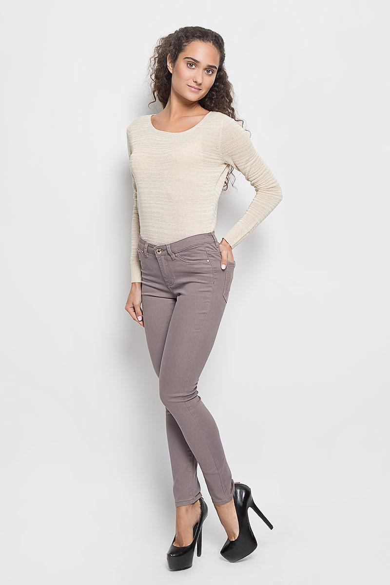 Брюки женские Sela, цвет: серо-коричневый. P-115/770-6342. Размер 42P-115/770-6342Стильные женские брюки Sela созданы специально для того, чтобы подчеркивать достоинства вашей фигуры. Модель зауженного кроя и средней посадки станет отличным дополнением к вашему современному образу. Брюки застегиваются на пуговицу в поясе и ширинку на застежке-молнии, имеются шлевки для ремня. Спереди модель дополнена двумя втачными карманами и небольшим накладным кармашком, а сзади - двумя накладными карманами. Эти модные и в тоже время комфортные брюки послужат отличным дополнением к вашему гардеробу.