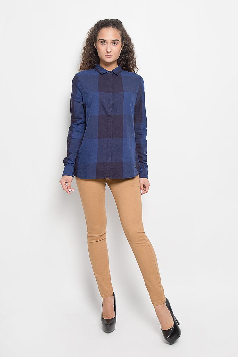 Рубашка женская Lee, цвет: темно-синий. L47VLDLR. Размер S (44)L47VLDLRСтильная женская рубашка Lee, выполненная из натурального хлопка, подчеркнет ваш уникальный стиль и поможет создать оригинальный образ. Такой материал великолепно пропускает воздух, обеспечивая необходимую вентиляцию, а также обладает высокой гигроскопичностью. Рубашка с длинными рукавами и отложным воротником застегивается на пуговицы спереди. Модель оформлена принтом в клетку. Классическая рубашка - превосходный вариант для базового гардероба и отличное решение на каждый день.Такая рубашка будет дарить вам комфорт в течение всего дня и послужит замечательным дополнением к вашему гардеробу.