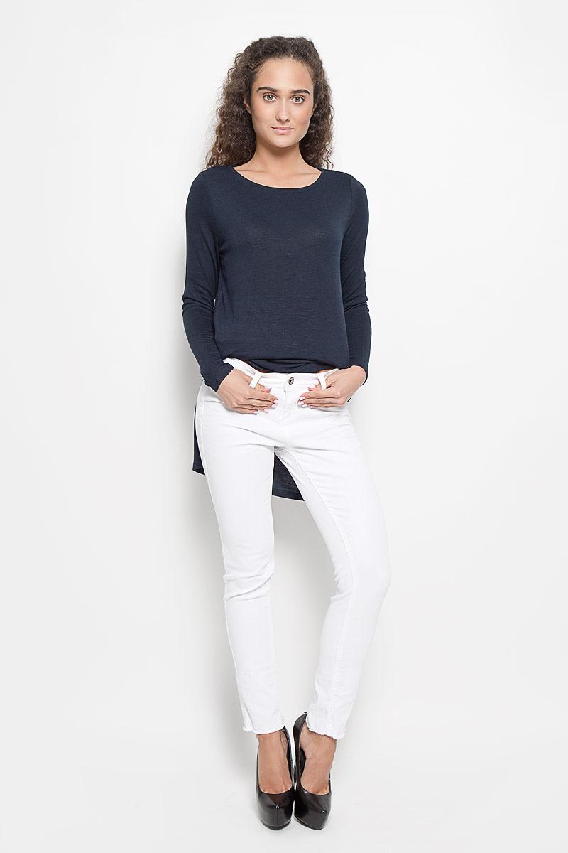 Джинсы женские Tom Tailor Denim, цвет: белый. 6205203.05.71_2000. Размер 28-32 (44-32)6205203.05.71_2000Стильные женские джинсы Tom Tailor Denim - это джинсы высочайшего качества, которые прекрасно сидят. Они выполнены из высококачественного эластичного хлопка, что обеспечивает комфорт и удобство при носке. Модные джинсы скинни заниженной посадки станут отличным дополнением к вашему современному образу. Джинсы застегиваются на пуговицу в поясе и ширинку на застежке-молнии, имеют шлевки для ремня. Джинсы имеют классический пятикарманный крой: спереди модель оформлена двумя втачными карманами и одним маленьким накладным кармашком, а сзади - двумя накладными карманами. Изделие украшено бахромой по низу штанин. Эти модные и в то же время комфортные джинсы послужат отличным дополнением к вашему гардеробу.
