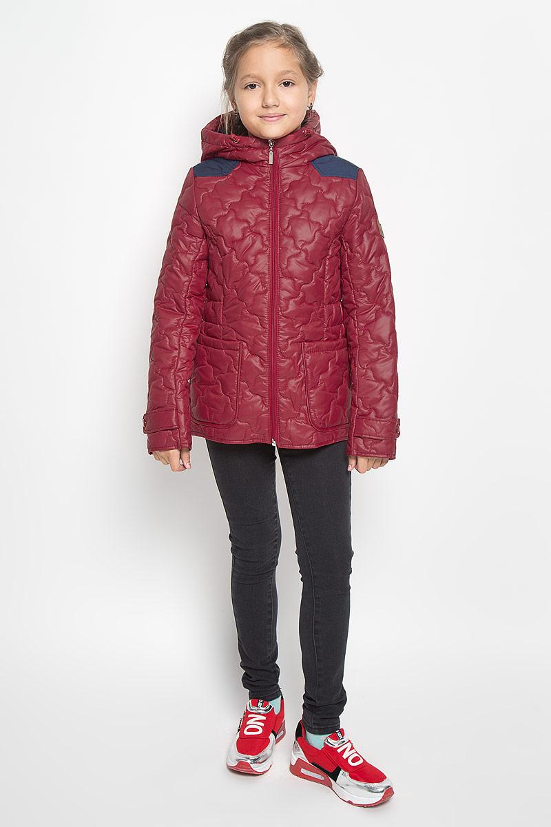 Куртка для девочки Boom!, цвет: брусничный. 64053_BOG_вар.3. Размер 116, 5-6 лет64053_BOG_вар.3Стильная стеганая куртка Boom! идеально подойдет для вашей принцессы в прохладное время года. Модель изготовлена из 100% полиэстера. Подкладка выполнена из полиэстера с добавлением вискозы. В качестве утеплителя используется синтепон - 100% полиэстер. Куртка с капюшоном застегивается на застежку-молнию. Капюшон дополнен эластичным шнурком со стопперами. Спереди изделие дополнено двумя накладными карманами. На манжетах рукавов предусмотрены хлястики с застежками-кнопками. С внутренней стороны по бокам изделие дополнено вшитыми эластичными резинками. Один из рукавов оформлен фирменной нашивкой, низ спинки - фирменной светоотражающей нашивкой. Нашивки в области локтей и на верхней части спинки из плотного текстиля предотвратят истирание модели. Такая стильная куртка станет прекрасным дополнением к гардеробу вашей девочки, она подарит комфорт и тепло.