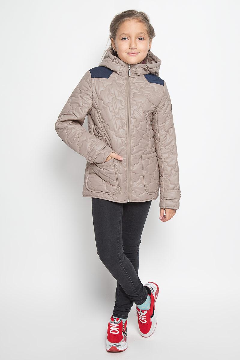 Куртка для девочки Boom!, цвет: бежевый. 64053_BOG_вар.2. Размер 116, 5-6 лет64053_BOG_вар.2Стильная стеганая куртка Boom! идеально подойдет для вашей принцессы в прохладное время года. Модель изготовлена из 100% полиэстера. Подкладка выполнена из полиэстера с добавлением вискозы. В качестве утеплителя используется синтепон - 100% полиэстер. Куртка с капюшоном застегивается на застежку-молнию. Капюшон дополнен эластичным шнурком со стопперами. Спереди изделие дополнено двумя накладными карманами. На манжетах рукавов предусмотрены хлястики с застежками-кнопками. С внутренней стороны по бокам изделие дополнено вшитыми эластичными резинками. Один из рукавов оформлен фирменной нашивкой, низ спинки - фирменной светоотражающей нашивкой. Нашивки в области локтей и на верхней части спинки из плотного текстиля предотвратят истирание модели. Такая стильная куртка станет прекрасным дополнением к гардеробу вашей девочки, она подарит комфорт и тепло.