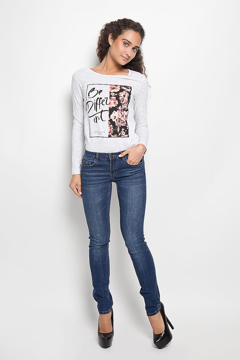 Джинсы женские Sela, цвет: синий джинс. PJ-135/545-6352. Размер 31-32 (48-32)PJ-135/545-6352Стильные женские джинсы Sela созданы специально для того, чтобы подчеркивать достоинства вашей фигуры. Модель зауженного кроя и средней посадки станет отличным дополнением к вашему современному образу. Джинсы застегиваются на пуговицу в поясе и ширинку на застежке-молнии, имеются шлевки для ремня. Спереди модель дополнена двумя втачными карманами и небольшим накладным кармашком, а сзади - двумя накладными карманами. Изделие оформлено тертым эффектом и контрастной отстрочкой. Эти модные и в тоже время комфортные джинсы послужат отличным дополнением к вашему гардеробу.