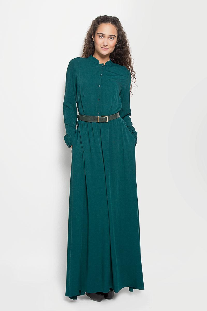 Платье Baon, цвет: изумрудный. B410. Размер M (46)B410_Night ForestЭлегантное платье Baon выполнено из высококачественной 100% вискозы. Такое платье обеспечит вам комфорт и удобство при носке и непременно вызовет восхищение у окружающих. Платье обладает высокой износостойкостью и отлично сидит по фигуре. Модель с длинными рукавами и круглым вырезом горловины выгодно подчеркнет все достоинства вашей фигуры. Платье застегивается на пуговицы спереди, манжеты рукавов также дополнены пуговицами. Пришивная юбка собрана небольшими складками на талии. Платье дополнено двумя втачными карманами. В комплект входит широкий ремень с металлической пряжкой. Изысканное платье-макси создаст обворожительный и неповторимый образ.Это модное и комфортное платье станет превосходным дополнением к вашему гардеробу, оно подарит вам удобство и поможет подчеркнуть ваш вкус и неповторимый стиль.