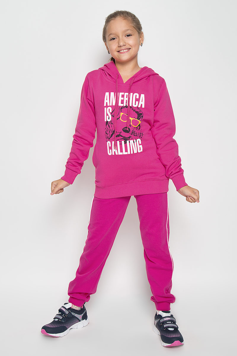 Толстовка для девочки Karff, цвет: розовый. 53000-04. Размер 122, 7-9 лет53000-04Стильная толстовка для девочки Karff идеально подойдет вашей маленькой принцессе. Изготовленная из 100% хлопка, она необычайно мягкая и приятная на ощупь, не сковывает движения малышки и позволяет коже дышать, нераздражает даже самую нежную и чувствительную кожу ребенка, обеспечивая ему наибольший комфорт. Толстовка с длинными рукавами по бокам имеет два прорезных кармашка. Модель дополнена капюшоном, который регулируется шнуровкой. Спереди толстовка украшена декоративным принтом. Рукава дополнены манжетами, не стягивающими запястья. Понизу также проходит широкая резинка.Оригинальный современный дизайн и модная расцветка делают эту толстовку модным и стильным предметом детского гардероба. В ней ваша малышка будет чувствовать себя уютно и комфортно, и всегда будет в центре внимания!