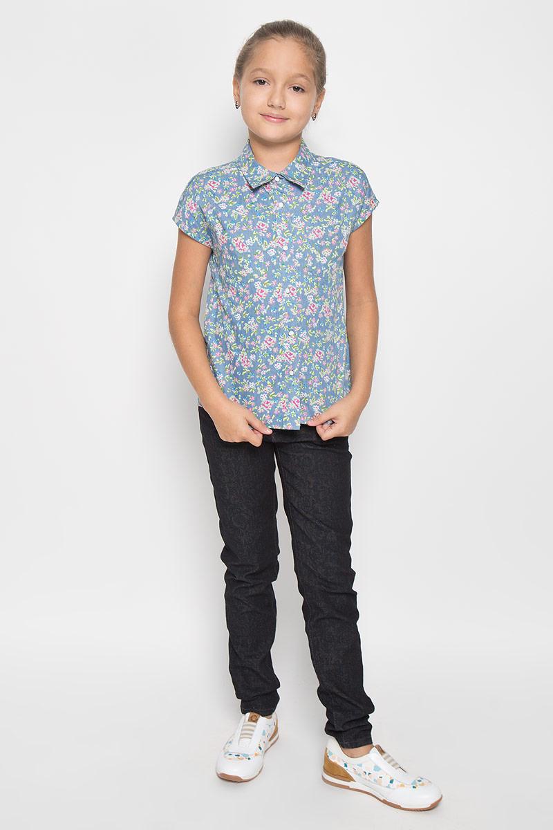 Блузка для девочки Scool, цвет: голубой, розовый, зеленый. 264005. Размер 140, 10 лет264005Стильная приталенная блузка для девочки Scool идеально подойдет вашей дочурке. Изготовленная из 100% хлопка, она мягкая и приятная на ощупь, не сковывает движения и позволяет коже дышать, обеспечивая наибольший комфорт. Рубашка с короткими рукавами и отложным воротничком застегивается на пуговицы по всей длине. Изделие оформлено цветочным принтом.Современный дизайн и расцветка делают эту рубашку стильным предметом детского гардероба. Модель можно носить как с джинсами, так и с классическими брюками.