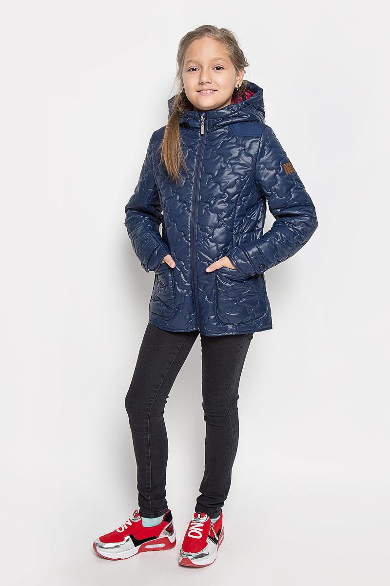 Куртка для девочки Boom!, цвет: темно-синий. 64053_BOG_вар.1. Размер 116, 5-6 лет64053_BOG_вар.1Стильная стеганая куртка Boom! идеально подойдет для вашей принцессы в прохладное время года. Модель изготовлена из 100% полиэстера. Подкладка выполнена из полиэстера с добавлением вискозы. В качестве утеплителя используется синтепон - 100% полиэстер. Куртка с капюшоном застегивается на застежку-молнию. Капюшон дополнен эластичным шнурком со стопперами. Спереди изделие дополнено двумя накладными карманами. На манжетах рукавов предусмотрены хлястики с застежками-кнопками. С внутренней стороны по бокам изделие дополнено вшитыми эластичными резинками. Один из рукавов оформлен фирменной нашивкой, низ спинки - фирменной светоотражающей нашивкой. Нашивки в области локтей и на верхней части спинки из плотного текстиля предотвратят истирание модели. Такая стильная куртка станет прекрасным дополнением к гардеробу вашей девочки, она подарит комфорт и тепло.