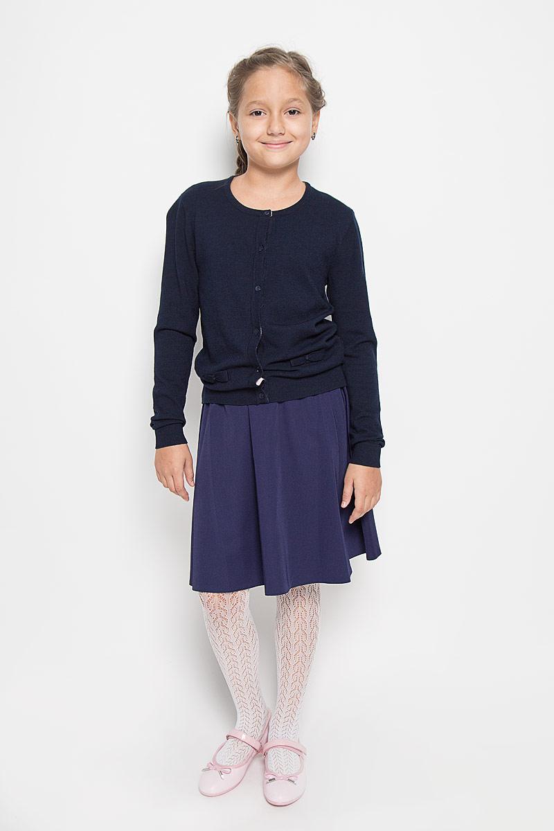 Кардиган для девочки Sela, цвет: темно-синий. CN-614/031-6362. Размер 128, 8 летCN-614/031-6362Стильный кардиган Sela, изготовленный из вискозы и нейлона, станет отличным дополнением к гардеробу вашей девочки. Материал изделия приятный на ощупь, не сковывает движений, обеспечивая наибольший комфорт.Модель с круглым вырезом горловины и длинными рукавами застегивается на семь пластиковых пуговиц. Манжеты рукавов и низ кардигана связаны резинкой. Спереди модель оформлена нашивками в виде бантиков. Современный дизайн и расцветка делают этот кардиган стильным предметом детской гардероба. В нем ваша девочка будет чувствовать себя уютно и комфортно, и всегда будет в центре внимания!