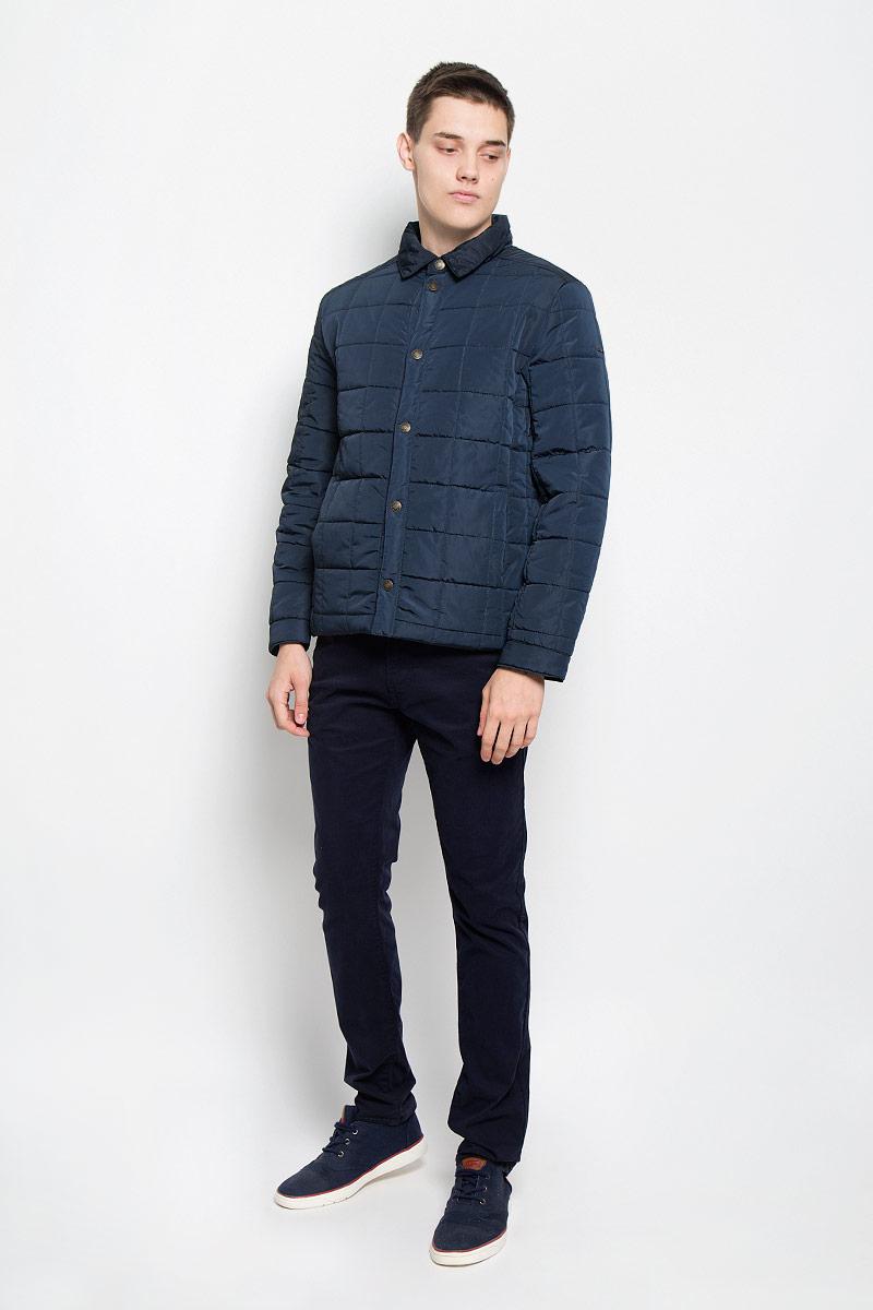 Куртка мужская Baon, цвет: темно-синий. B536502. Размер L (50)B536502_DEEP NAVYСтильная стеганая мужская куртка Baon согреет вас в прохладную погоду и позволит выделиться из толпы. Модель выполнена из водоотталкивающего и ветрозащитного материала - 100% полиэстера. Подкладка и утеплитель из 100% полиэстера не дадут замерзнуть. Модель с длинными рукавами и отложным воротником застегивается на шесть металлических кнопок. Спереди куртка дополнена двумя прорезными карманами с застежками-кнопками, с внутренней стороны - двумя прорезными карманами с застежками-молниями. На манжетах предусмотрены застежки-кнопки. Один из рукавов оформлен металлическим элементом в виде названия бренда. Эта модная куртка займет достойное место в вашем гардеробе, в ней вам будет удобно и комфортно.