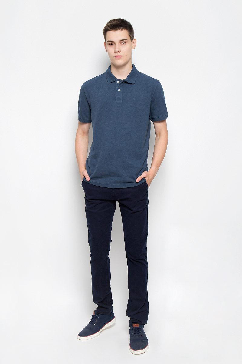 Поло мужское Tom Tailor, цвет: синий. 1530756.00.10_6047. Размер S (46)1530756.00.10_6047Стильная мужская футболка-поло Tom Tailor, выполненная из высококачественного материала, обладает высокой теплопроводностью, воздухопроницаемостью и гигроскопичностью, позволяет коже дышать. Модель с короткими рукавами и отложным воротником сверху застегивается на две пуговицы. Футболка на груди оформлена небольшой вышивкой. Рукава дополнены широкими трикотажными резинками. Низ изделия по бокам имеет небольшие разрезы. Классический покрой, лаконичный дизайн, безукоризненное качество. В такой футболке вы будете чувствовать себя уверенно и комфортно.