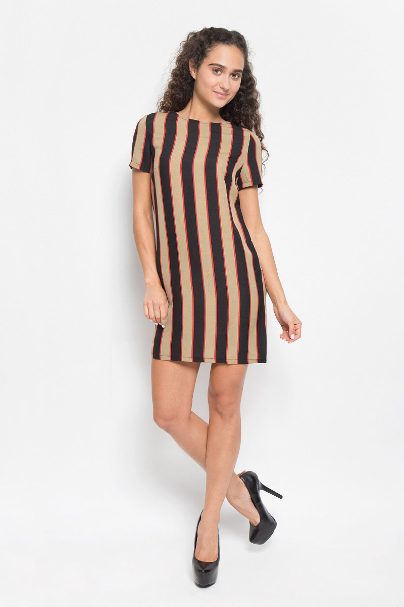 Платье Glamorous, цвет: черный, бежевый, красный. JL4597B. Размер S (44)JL4597B_Stone Black Red StripeМодное платье Glamorous, выполненное из полиэстера, подчеркнет ваш уникальный стиль и поможет создать оригинальный женственный образ.Платье-мини свободного кроя с круглым вырезом горловины и короткими рукавами оформлено принтом в полоску. Застегивается изделие на длинную металлическую застежку-молнию, расположенную на спинке. Такое платье станет стильным дополнением к вашему гардеробу. Оно подчеркнет вашу индивидуальность и утонченность.