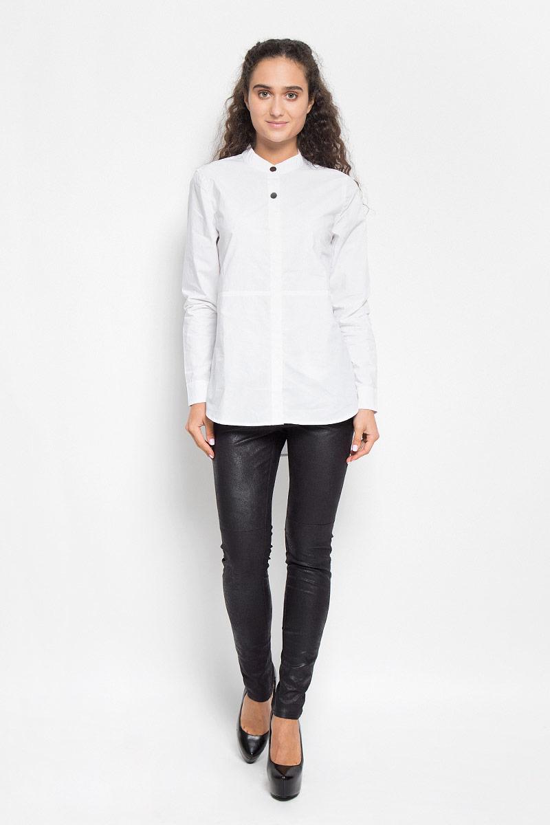 Блузка женская Baon, цвет: белый. B176517E. Размер L (48)B176517_WHITEСтильная женская блуза Baon, выполненная из натурального хлопка, подчеркнет ваш уникальный стиль и поможет создать оригинальный женственный образ.Модная блузка с воротником-стойкой и длинными рукавами застегивается на четыре пластиковые пуговицы, сверху - на две металлические кнопки. Спинка немного удлинена. На манжетах предусмотрены металлические застежки-кнопки.Такая блузка будет дарить вам комфорт в течение всего дня и послужит замечательным дополнением к вашему гардеробу.