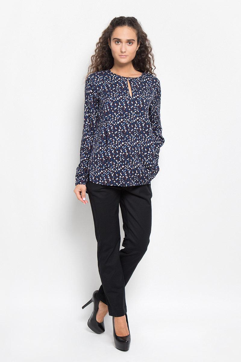 Блузка женская Baon, цвет: темно-синий. B176519. Размер L (48)B176519_DARK NAVY PRINTEDОчаровательная женская блуза Baon, выполненная из вискозы, подчеркнет ваш уникальный стиль и поможет создать оригинальный женственный образ.Модная блузка с круглым вырезом горловины и длинными рукавами спереди застегивается на пуговицу. Модель оформлена оригинальным принтом. На манжетах предусмотрены застежки-пуговицы. Спинка немного удлинена. Нижняя часть модели по боковым швам дополнена разрезами.Такая блузка будет дарить вам комфорт в течение всего дня и послужит замечательным дополнением к вашему гардеробу.