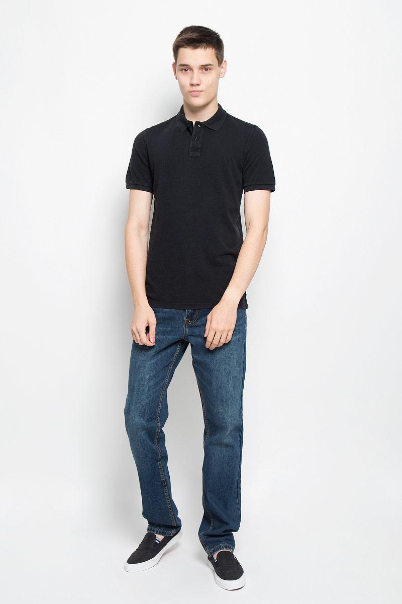 Поло мужское Marc OPolo, цвет: темно-синий. 208253034/898. Размер S (44)208253034/898Стильная мужская футболка-поло Marc OPolo, выполненная из высококачественного материала, обладает высокой теплопроводностью, воздухопроницаемостью и гигроскопичностью, позволяет коже дышать. Модель с короткими рукавами и отложным воротником сверху застегивается на две пуговицы. Футболка на груди оформлена небольшой вышивкой. Рукава дополнены широкими трикотажными резинками. Низ изделия по бокам имеет небольшие разрезы. Классический покрой, лаконичный дизайн, безукоризненное качество. В такой футболке вы будете чувствовать себя уверенно и комфортно.