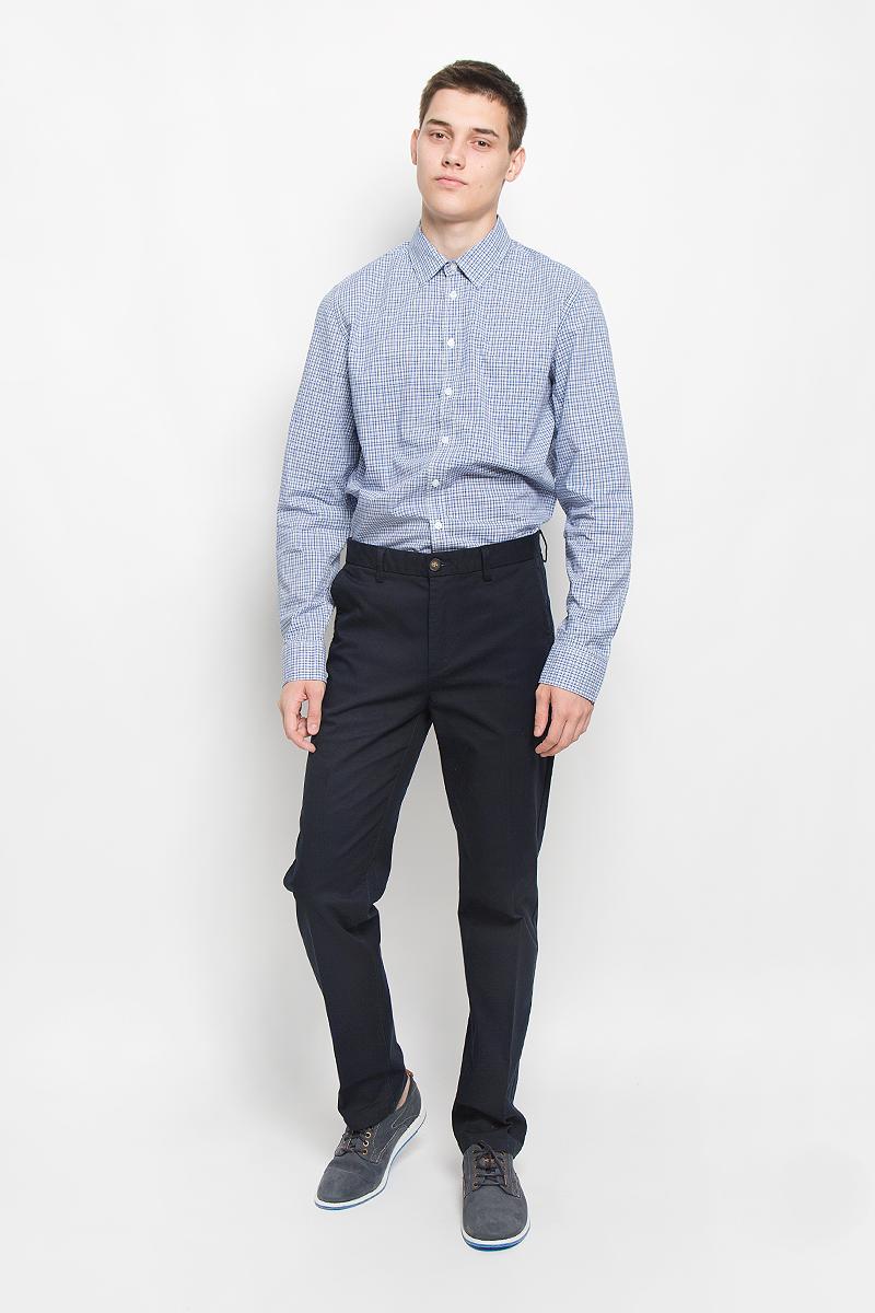Рубашка мужская Sela, цвет: синий, светло-серый, белый. H-212/719-6321. Размер 42 (50)H-212/719-6321Мужская рубашка Sela, выполненная из натурального хлопка, идеально дополнит ваш образ. Материал мягкий и приятный на ощупь, не сковывает движения и позволяет коже дышать. Рубашка классического кроя с длинными рукавами и отложным воротником застегивается на пуговицы по всей длине и оформлена принтом в клетку. Манжеты рукавов застегиваются на пуговицы. Такая модель будет дарить вам комфорт в течение всего дня и станет стильным дополнением к вашему гардеробу.
