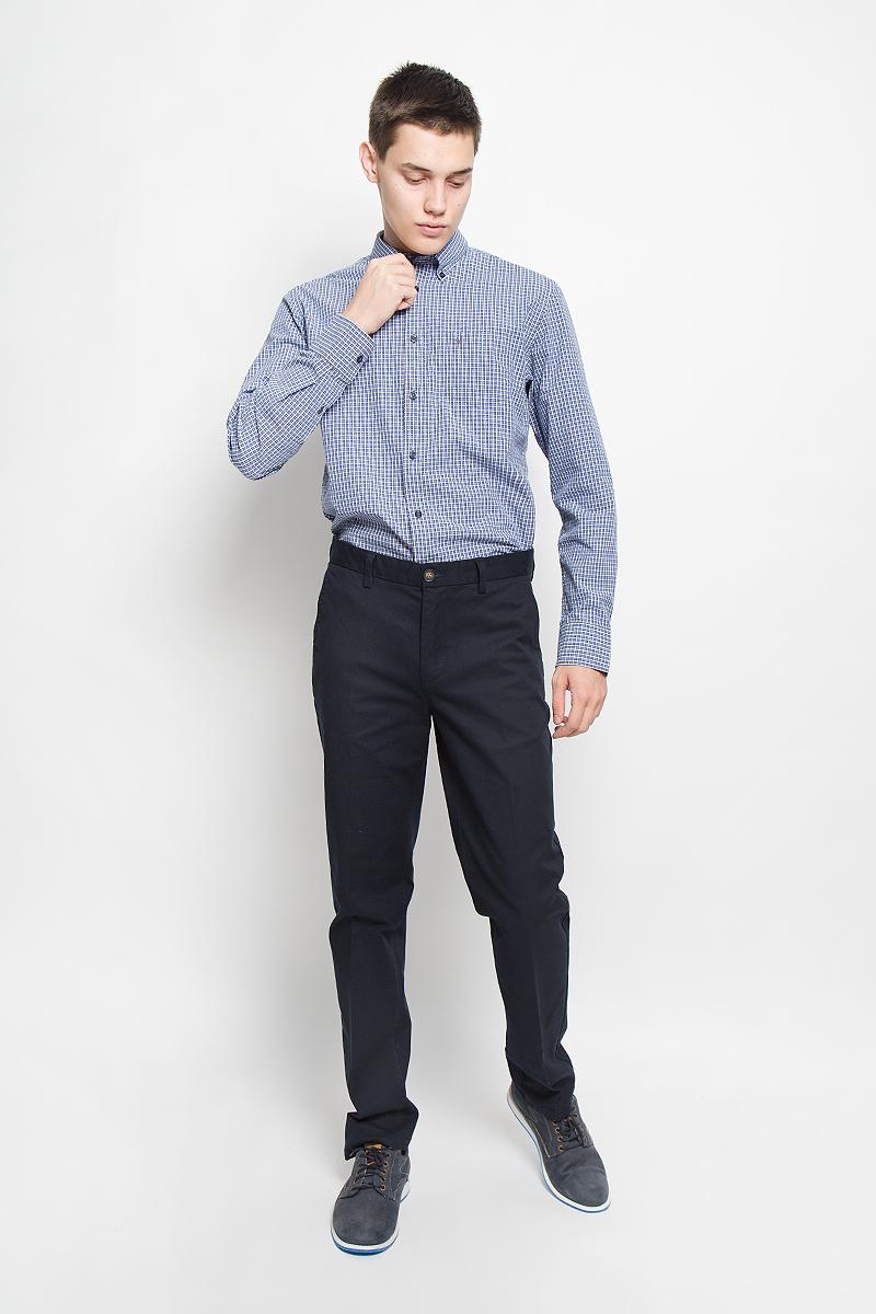 Рубашка мужская Marc OPolo, цвет: синий, серый, белый. 144042382/M84. Размер M (48)144042382/M84Стильная мужская рубашка Marc OPolo, выполненная из натурального хлопка, обладает высокой теплопроводностью, воздухопроницаемостью и гигроскопичностью, позволяет коже дышать, тем самым обеспечивая наибольший комфорт при носке. Модель классического кроя с отложным воротником застегивается на пуговицы по всей длине. Длинные рукава рубашки дополнены манжетами на пуговицах. Рубашка оформлена принтом в клетку. Воротник пристегивается к рубашке с помощью пуговиц. На груди расположен накладной карман. Спинка немного удлинена.Такая рубашка подчеркнет ваш вкус и поможет создать великолепный стильный образ.