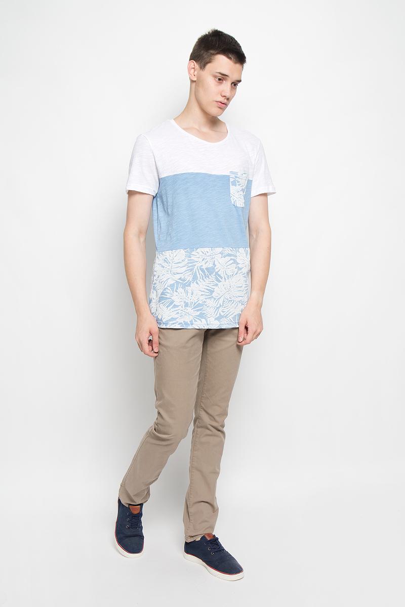 Футболка мужская Tom Tailor Denim, цвет: светло-голубой, белый. 1035300.62.12_6692. Размер XXL (54)1035300.62.12_6692Мужская футболка Tom Tailor Denim поможет создать отличный современный образ в стиле Casual. Модель, изготовленная из натурального хлопка, очень мягкая, тактильно приятная, не сковывает движения и позволяет коже дышать.Футболка с круглым вырезом горловины и короткими рукавами оформлена снизу оригинальным принтом и дополнена на груди накладным карманом. Такая футболка станет стильным дополнением к вашему гардеробу, она подарит вам комфорт в течение всего дня!