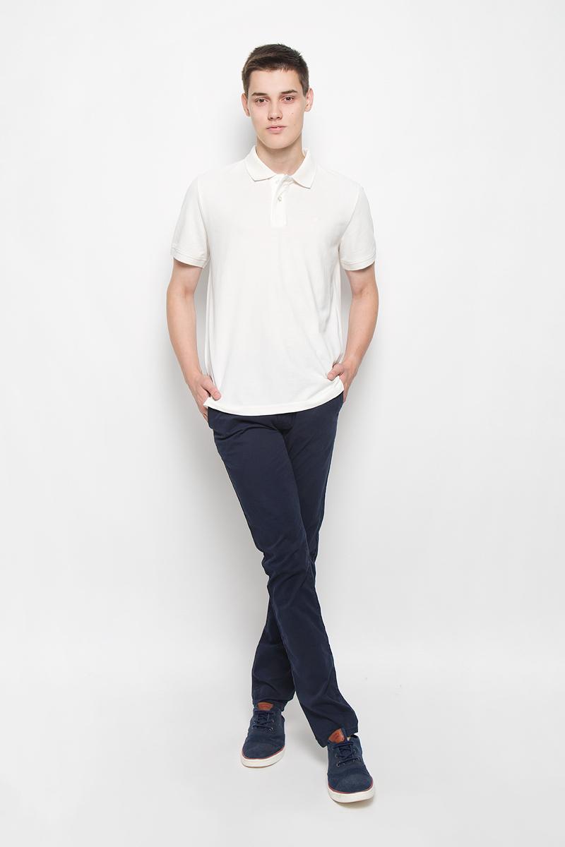 Брюки мужские Tom Tailor Denim Chino, цвет: темно-синий. 6403342.09.12_6889. Размер 32-32 (48-32)6403342.09.12_6889Стильные мужские брюки Tom Tailor Denim Chino - брюки высочайшего качества на каждый день, которые прекрасно сидят. Модель зауженного кроя и средней посадки изготовлены из высококачественного материала, не сковывают движения. Застегиваются брюки на пуговицу и ширинку на застежке-молнии, имеются шлевки для ремня.Спереди модель оформлена двумя втачными карманами, а сзади - двумя врезными карманами. К брюкам прилагается ремень контрастного цвета. Эти модные и в то же время комфортные брюки послужат отличным дополнением к вашему гардеробу. В них вы всегда будете чувствовать себя уютно.