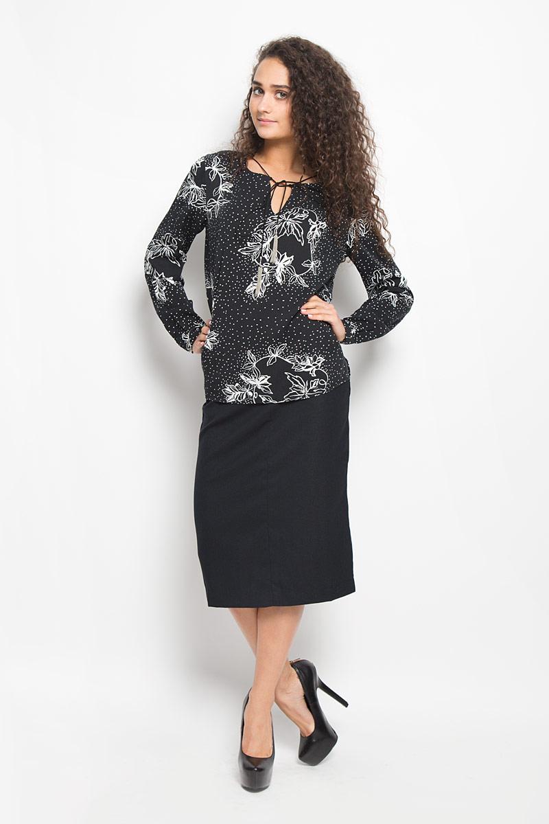 Блузка женская Baon, цвет: черный, белый. B176523. Размер XL (50)B176523_BLACK PRINTEDСтильная женская блузка Baon, выполненная из вискозы, подчеркнет ваш уникальный стиль и поможет создать оригинальный женственный образ.Модная блузка свободного кроя с круглым вырезом горловины и длинными рукавами оформлена спереди V-образным вырезом. Горловина украшена шнурком с металлическими кисточками. Спинка модели немного удлинена. Модель оформлена оригинальным принтом. Нижняя часть модели по боковым швам дополнена небольшими разрезами. Манжеты рукавов оснащены застежками-пуговицами.Такая блузка будет дарить вам комфорт в течение всего дня и послужит замечательным дополнением к вашему гардеробу.