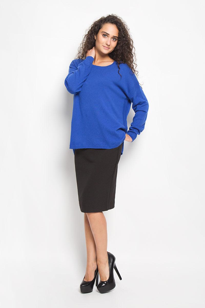 Джемпер женский Baon, цвет: синий. B136570. Размер S (44)B136570_PORT ROYALМодный женский джемпер Baon, изготовленный из полиамида и вискозы с добавлением ангоры, приятный на ощупь, не сковывает движений и обеспечивает комфорт. Модель с круглым вырезом горловины и длинными рукавами идеально подойдет для создания современного образа в стиле Casual. Горловина, манжеты рукавов и низ джемпера связаны резинкой. Спинка модели немного удлинена. Нижняя часть модели по боковым швам дополнена небольшими разрезами. Этот джемпер послужит отличным дополнением к вашему гардеробу.