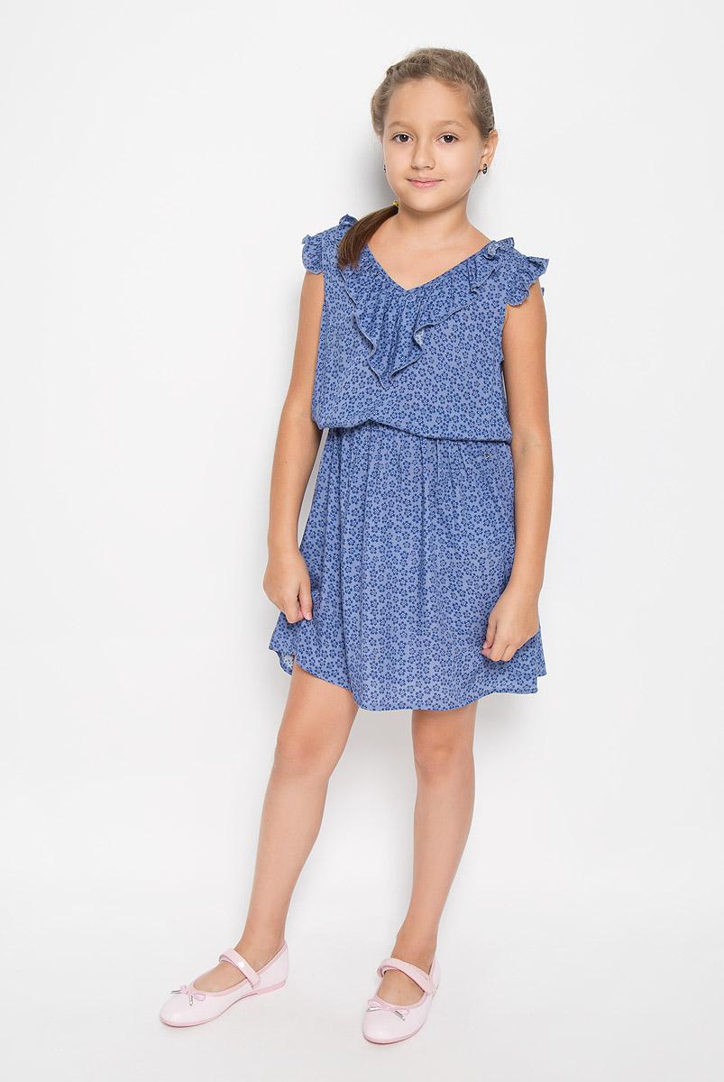 Платье для девочки Finn Flare Kids, цвет: голубой. KS16-71012J. Размер 158, 12-13 летKS16-71012JЛегкое и красивое платье для девочки Finn Flare Kids станет отличным дополнением к гардеробу маленькой модницы. Изготовленное из высококачественной вискозы, оно мягкое и приятное на ощупь, не сковывает движения и хорошо пропускает воздух. Платье с V-образным вырезом горловины дополнено стильным струящимся кантиком. На модели завязывается пояс, а на талии платье удерживается с помощью вшитой резинки. Изделие оформлено ярким цветочным принтом.В таком платье маленькая принцесса всегда будет в центре внимания!