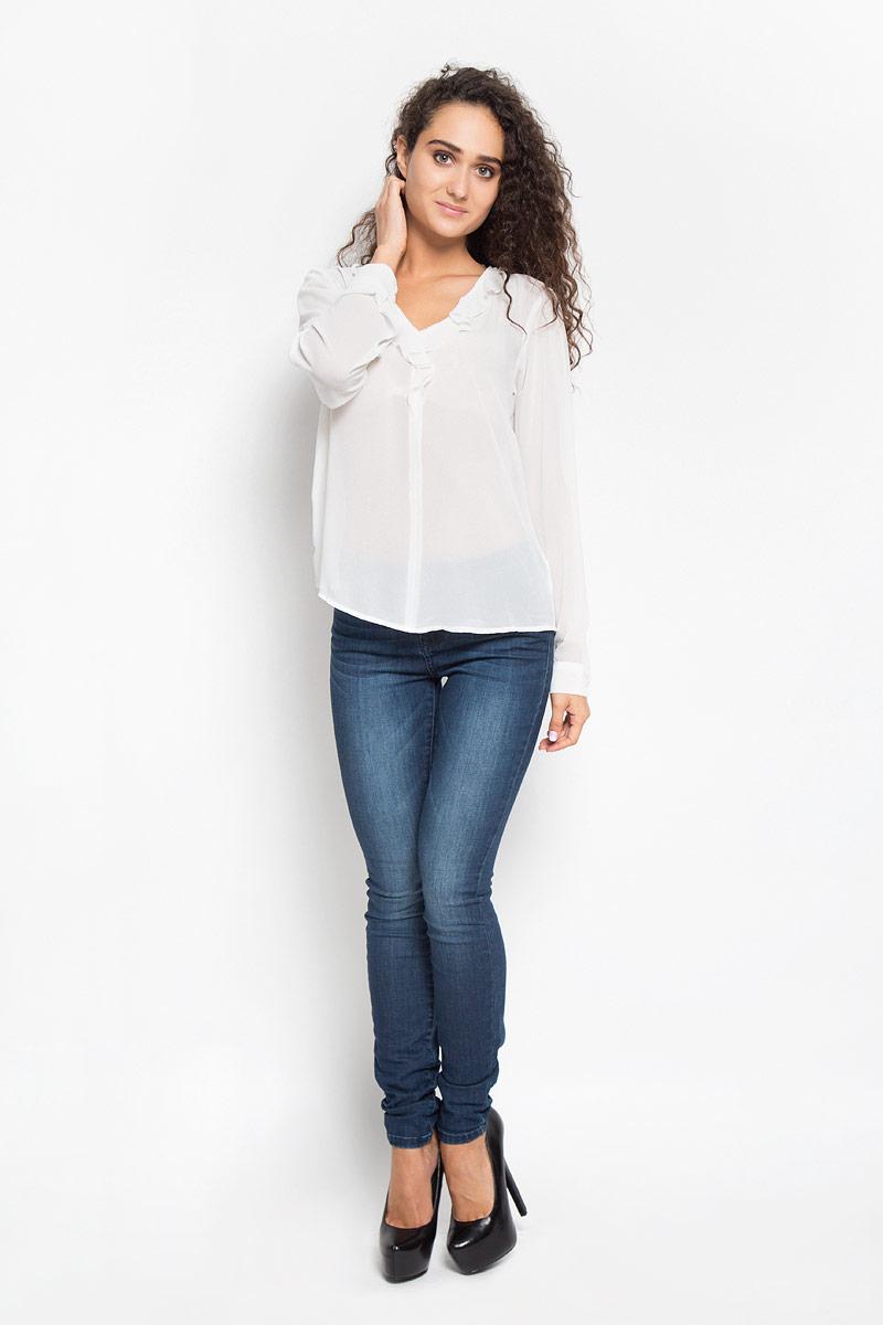 Блузка женская Tom Tailor, цвет: белый. 2032095.00.75_8210. Размер 40 (46)2032095.00.75_8210Стильная женская блуза Tom Tailor, выполненная из 100% полиэстера, подчеркнет ваш уникальный стиль и поможет создать оригинальный женственный образ. Блузка с длинными стандартными рукавами и с V-образным вырезом горловины. Вырез гармонично оформлен нежной оборкой. Манжеты застегиваются на пуговицы. Такую блузу можно использовать для делового стиля, так же она отлично подойдет для повседневного использования. Эта блузка будет дарить вам комфорт в течение всего дня и послужит замечательным дополнением к вашему гардеробу.