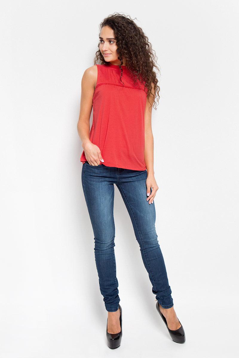Футболка женская Tom Tailor Denim, цвет: красный коралл. 1035526.00.71_4489. Размер S (44)1035526.00.71_4489Стильная женская футболка Tom Tailor Denim, выполненная высококачественного хлопка, обладает высокой теплопроводностью, воздухопроницаемостью и гигроскопичностью, позволяет коже дышать.Модель без рукавов и стильной горловиной на груди декорирована тонкими складочками и узкой тесьмой. По спинке оформлены пуговицы-застежки.Такая футболка станет стильным дополнением к вашему гардеробу, она подарит вам комфорт в течение всего дня!