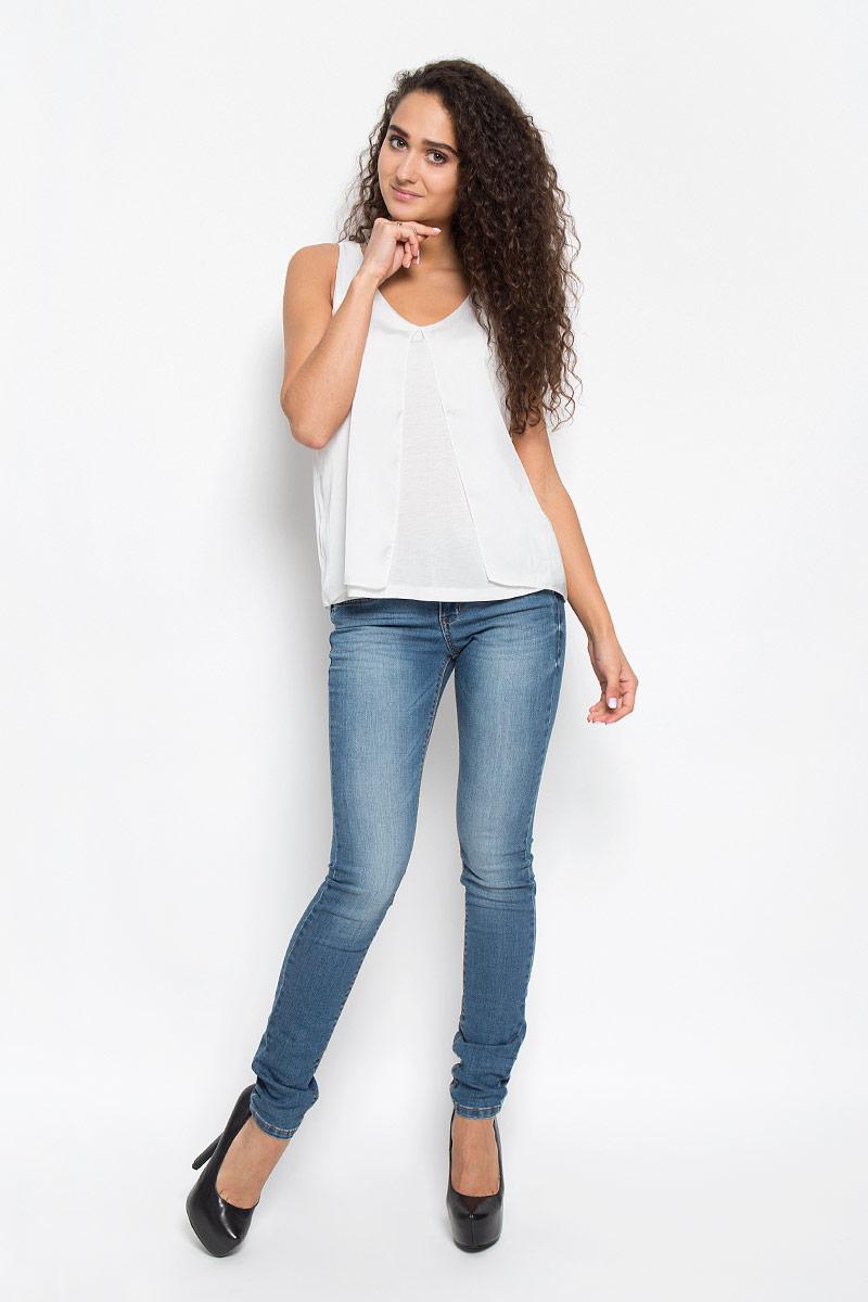 Блузка женская Tom Tailor, цвет: белый. 1034928.00.75_8210. Размер L (48)1034928.00.75_8210Стильная женская блузка Tom Tailor, выполненная из вискозы и полиэстера, обладает высокой теплопроводностью, воздухопроницаемостью и гигроскопичностью, позволяет коже дышать.Модель без рукавов и с V-образной горловиной. Изделие легкое, струящееся, что придает ему большей изящности и неповторимости. Спереди дополнено большим разрезом. Такая блузка станет стильным дополнением к вашему гардеробу, она подарит вам комфорт в течение всего дня!