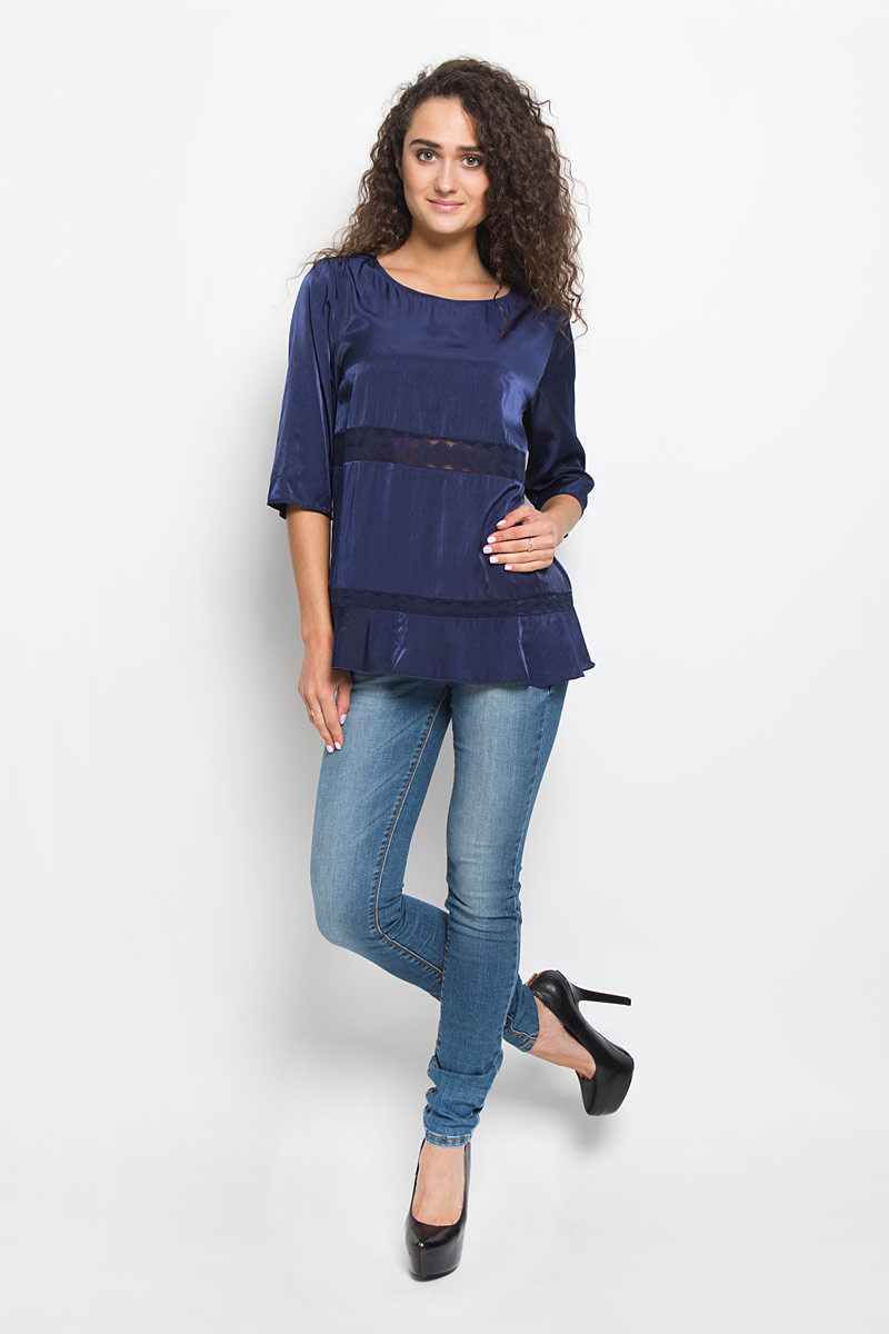 Блузка женская Tom Tailor, цвет: темно-синий. 2032096.00.75_6946. Размер 42 (48)2032096.00.75_6946Блузка Tom Tailor, выполненная из легкой шелковистой ткани, подчеркнет ваш уникальный стиль. Изделие тактильно приятное, не стесняет движений и позволяет коже дышать.Блузка с круглым воротником и рукавами длиной 3/4, имеет летящий силуэт. Модель оформлена гипюровыми вставками с геометрическим орнаментом. По спинке изделие немного удлиненное. Такая блузка будет дарить вам комфорт в течение всего дня и послужит замечательным дополнением к вашему гардеробу.