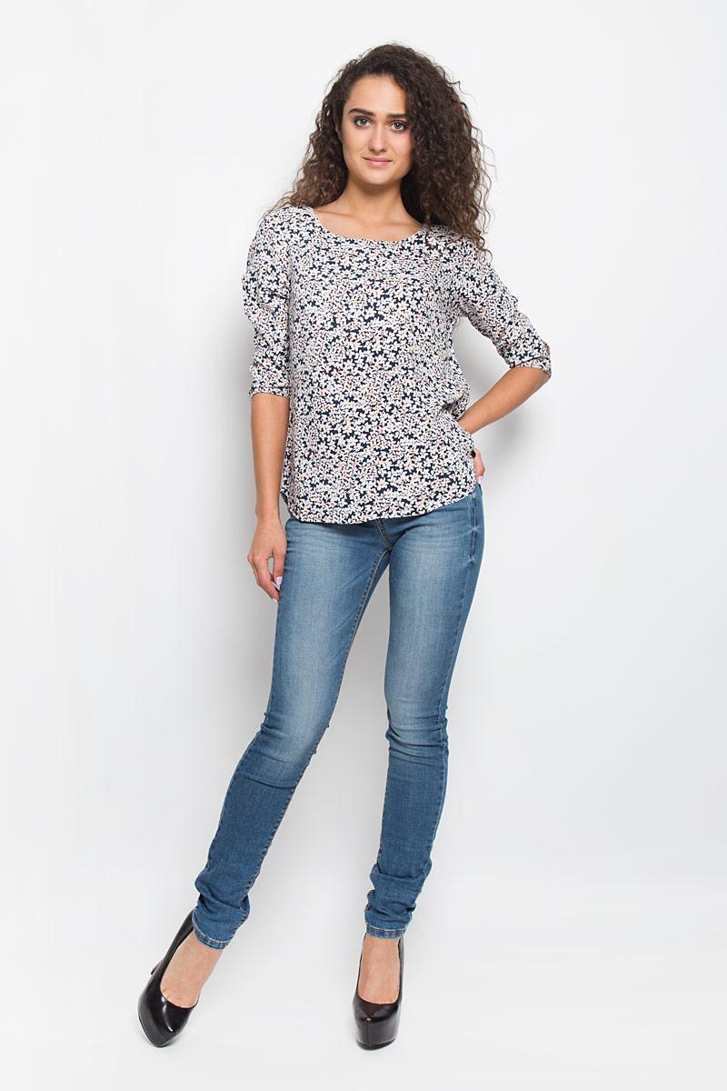 Блузка 3/4 женская Tom Tailor Denim, цвет: темно-синий. 2032321.01.71_6901. Размер XS (42)2032321.01.71_6901Блузка Tom Tailor Denim, выполненная из легкой вискозной ткани, подчеркнет ваш уникальный стиль. Изделие тактильно приятное, не стесняет движений и позволяет коже дышать.Блузка с круглым воротником и рукавами длиной 3/4 застегивается сзади на змейку. По спинке модель немного удлиненная. На рукавах предусмотрены застежки-пуговицы. Модель оформлена контрастным цветочным принтом, что придает ей неповторимости и женственности. Такая блузка будет дарить вам комфорт в течение всего дня и послужит замечательным дополнением к вашему гардеробу.