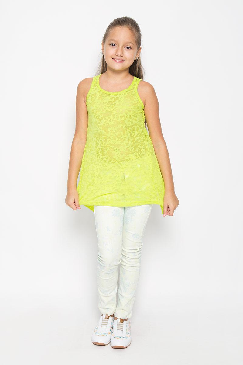 Туника для девочки Scool, цвет: лимонно-зеленый. 264012. Размер 134264012Модная туника Scool для девочки сделает образ ребенка ярким и интересным. Стильный крой с открытой спинкой снизу придает модели неповторимости.Изготовленная из мягкого эластичного хлопка, она приятная на ощупь, не сковывает движения и хорошо пропускает воздух, обеспечивая комфорт.Туника с круглым вырезом горловины выполненатрапециевидным кроем.Модель имеет удлиненную спинку с разрезом. Туника выполнена из необычного материала с эффектом вытравки.В такой тунике ваша маленькая принцесса будет чувствовать себя комфортно, уютно и всегда будет в центре внимания!